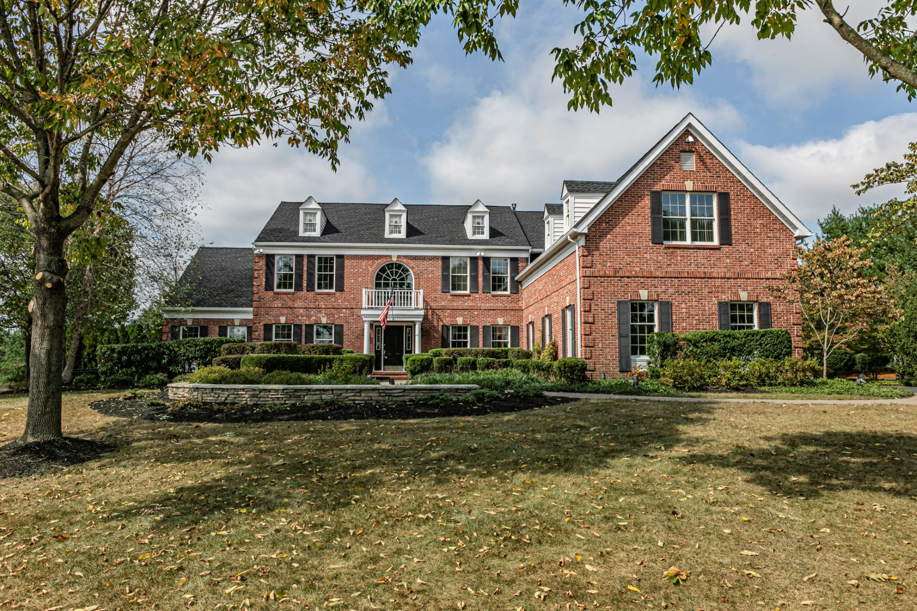 Single Family Homes للـ Sale في The Ultimate Haven For Entertaining! 10 Kingfisher Lane, Skillman, New Jersey 08558 United States