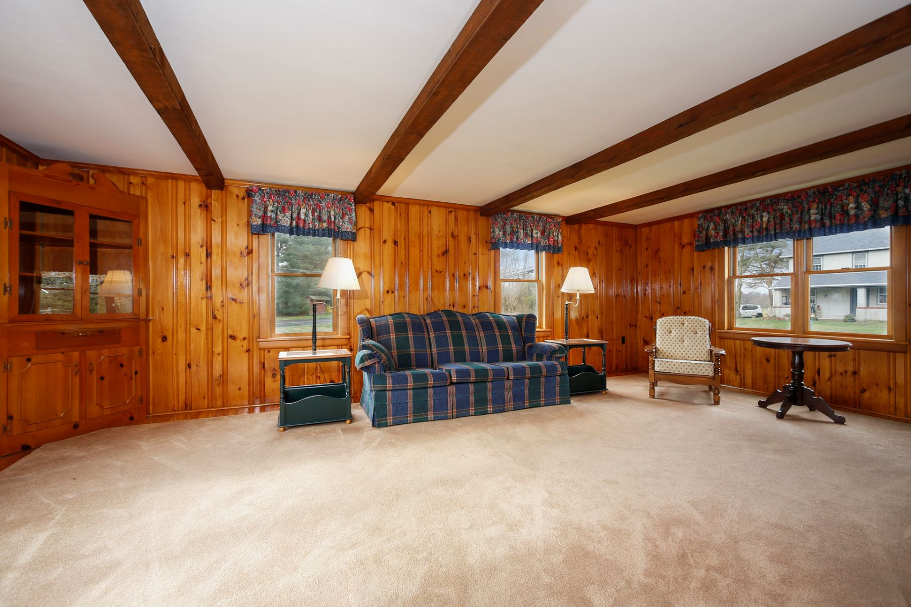 Additional photo for property listing at Three Bedroom Ranch Streaming With Natural Light 370 Main Street, Lumberton, New Jersey 08048 États-Unis