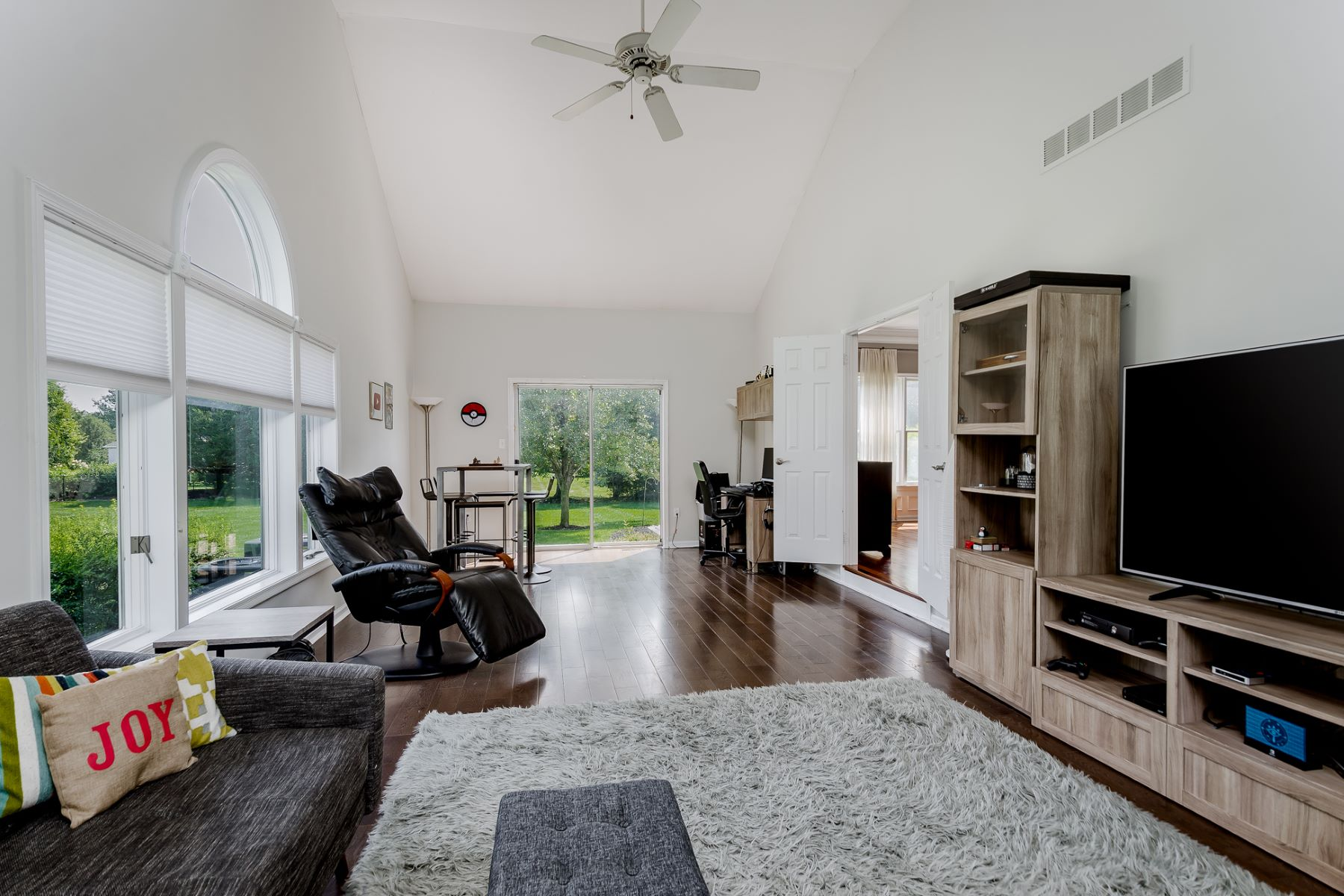 Additional photo for property listing at A Fresh Take on Sophistication 40 Reed Drive South, West Windsor, Νιου Τζερσεϋ 08550 Ηνωμένες Πολιτείες