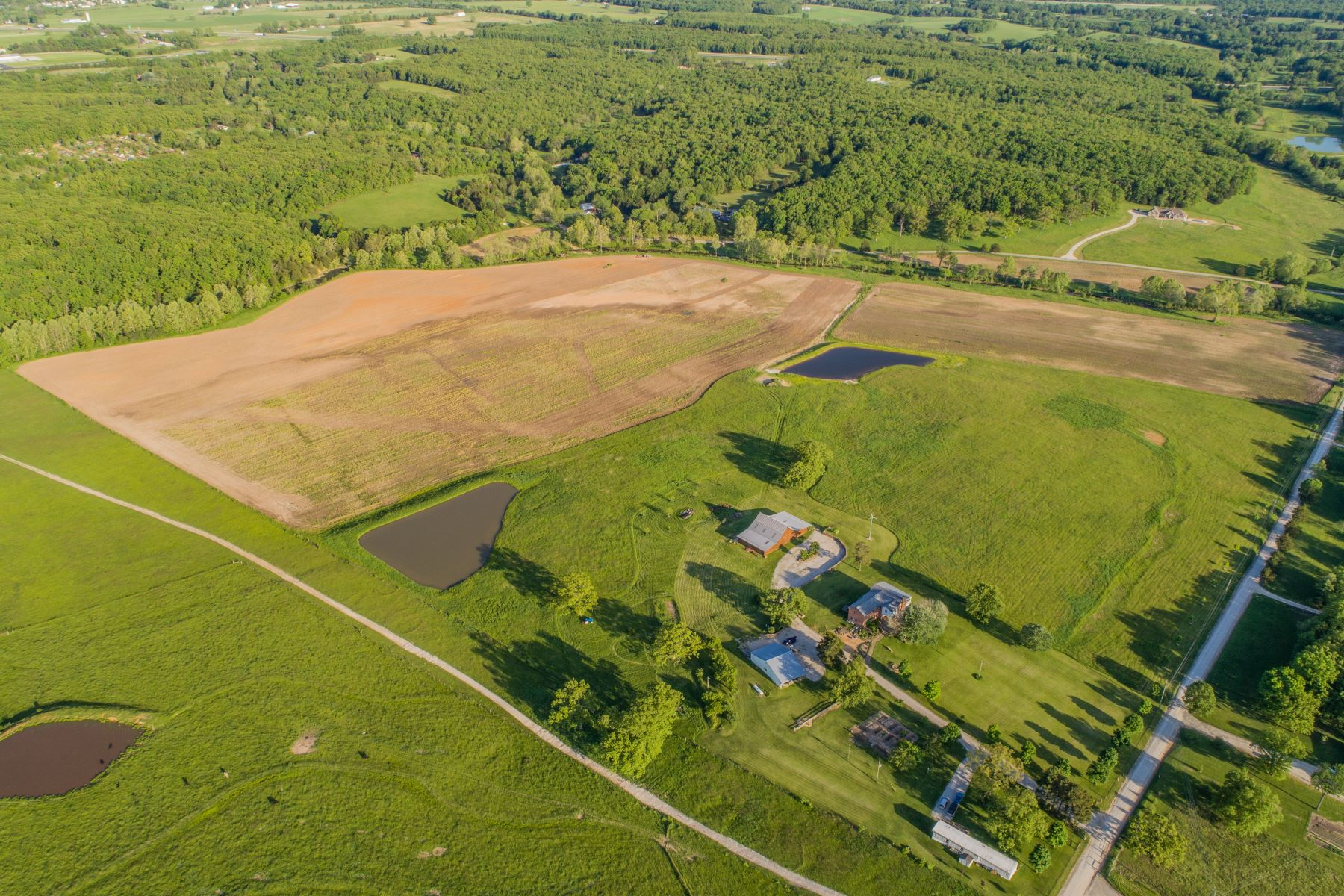 Additional photo for property listing at Beautiful Farm House on over 100 acres 2565 Melody Lane Cuba, Missouri 65453 United States