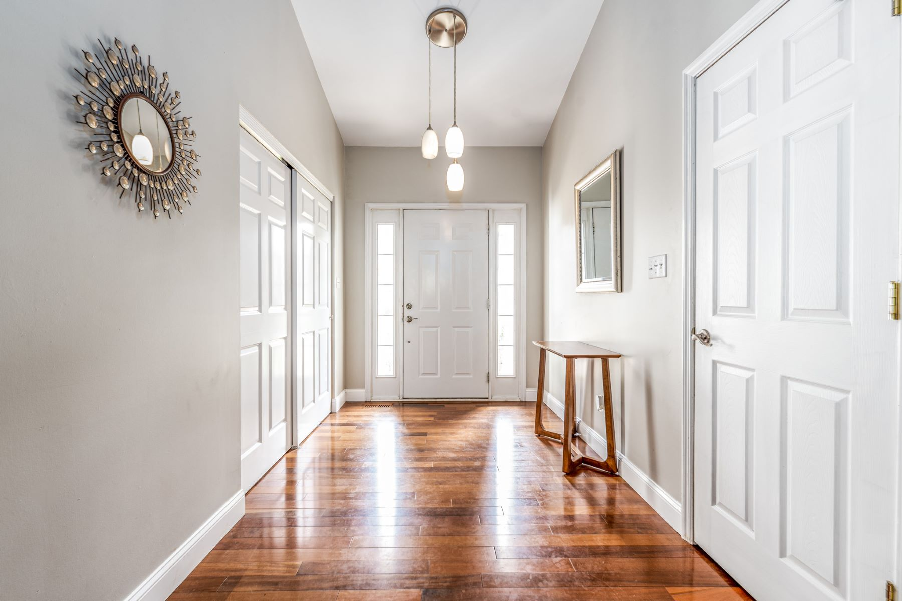 Additional photo for property listing at Beautiful Vaulted Ranch 5237 South Glen Court St. Louis, Missouri 63128 United States
