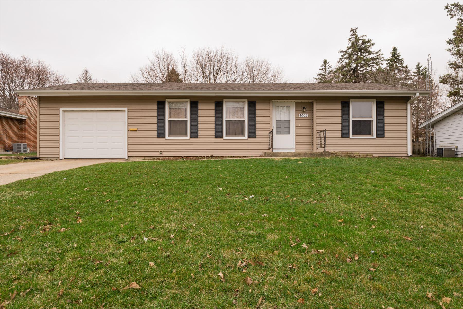 Частный односемейный дом для того Продажа на Whispering Oaks Neighborhood 1002 N Oakwood Drive McHenry, Иллинойс 60050 Соединенные Штаты