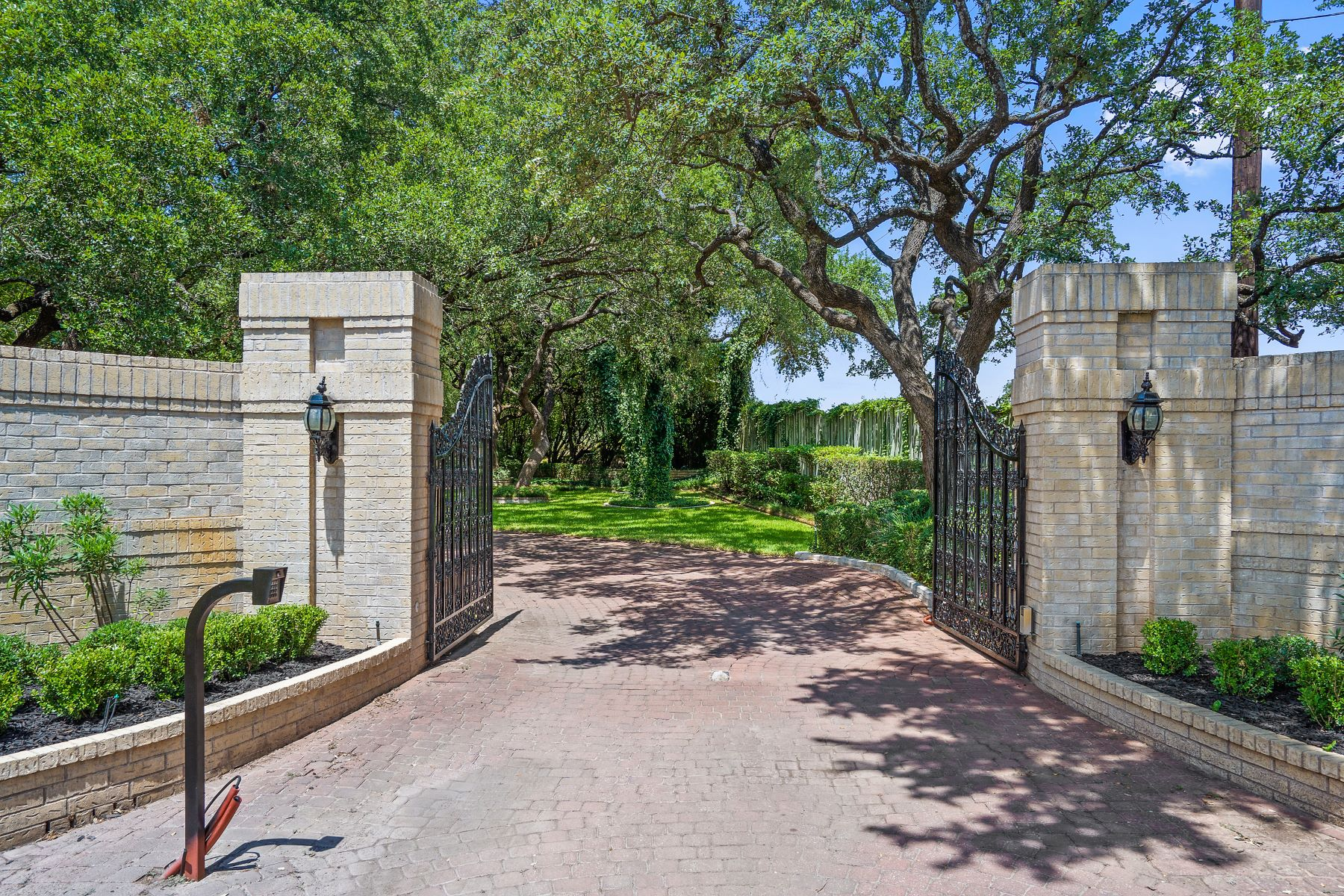 Single Family Homes for Active at Charmwood Estate 2816 Ranch Road 620 North Austin, Texas 78734 United States