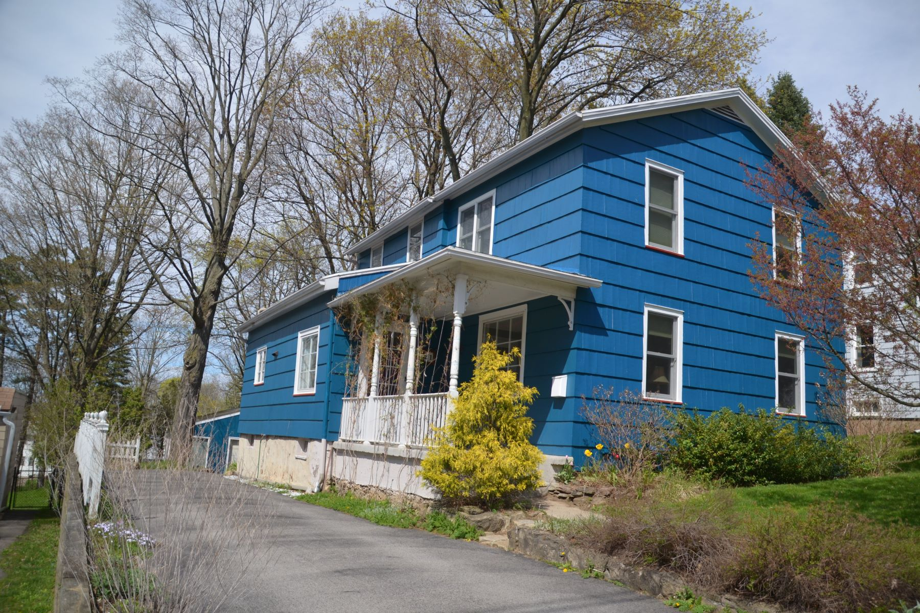 Single Family Homes for Active at Charming Colonial 21 Summit Street Fairport, New York 14450 United States