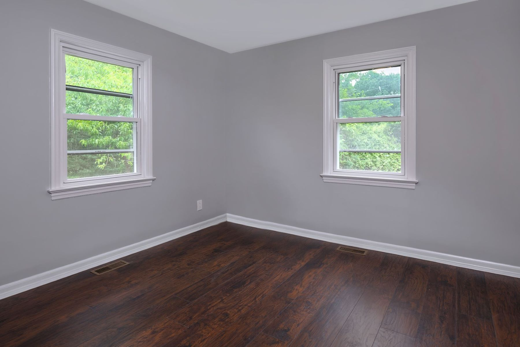 Additional photo for property listing at Beautifully Redone Cape, 5 Minutes from Train 119 Rabbit Hill Road, West Windsor, New Jersey 08550 United States