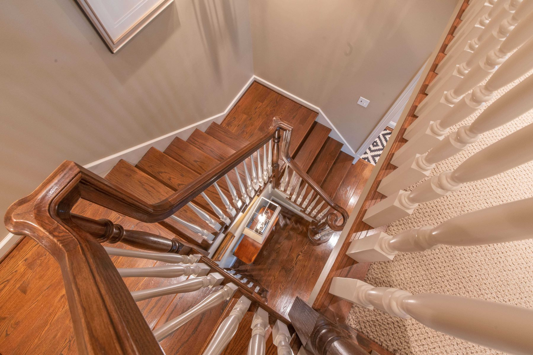 Additional photo for property listing at Graceful Colonial Revival in Ideal Location 25 Edwin Avenue Glendale, Missouri 63122 United States