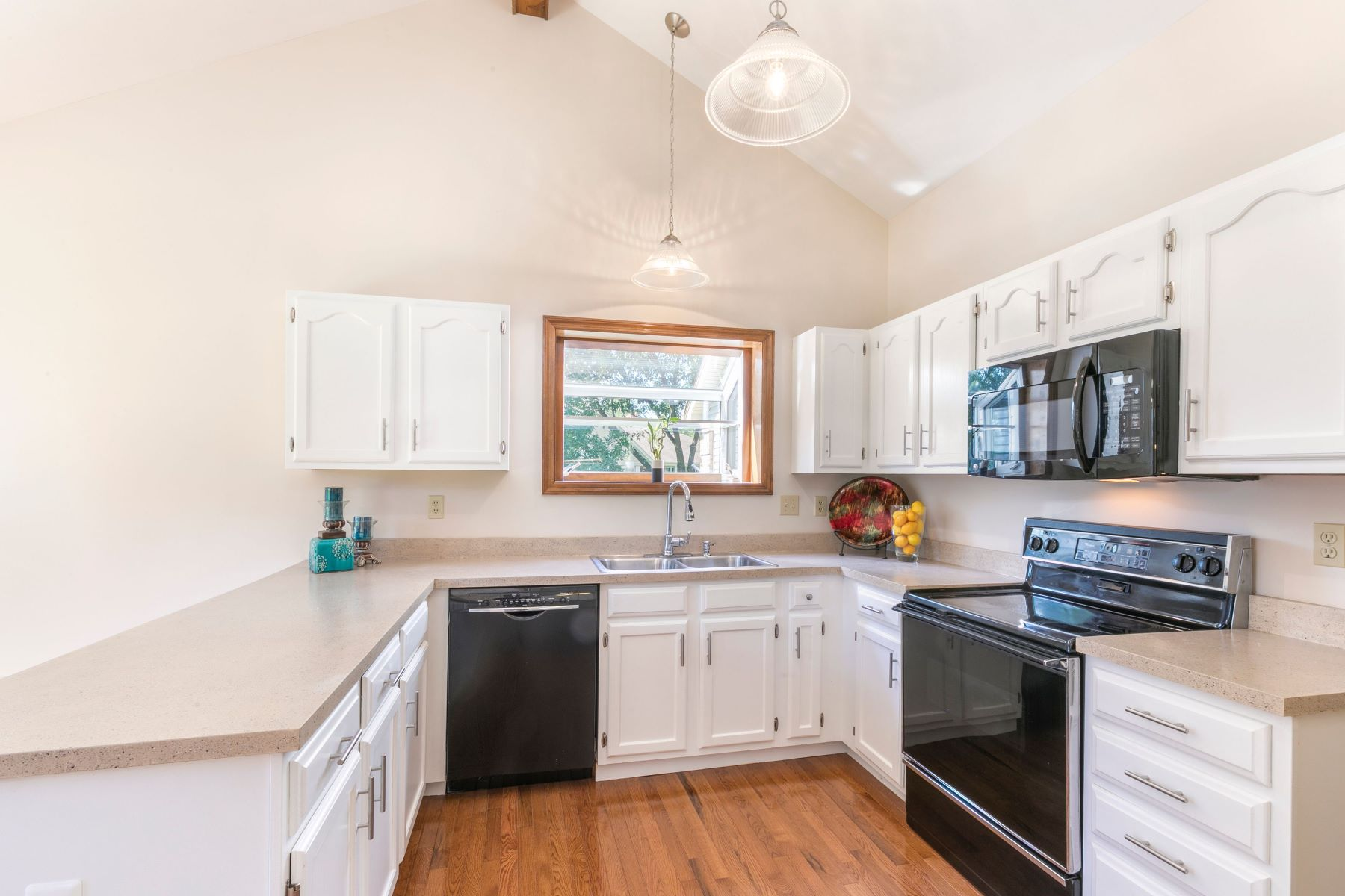 Additional photo for property listing at Updated Ranch in Clarkson Crossing 2348 Fairwood Forest Court Chesterfield, Missouri 63017 United States