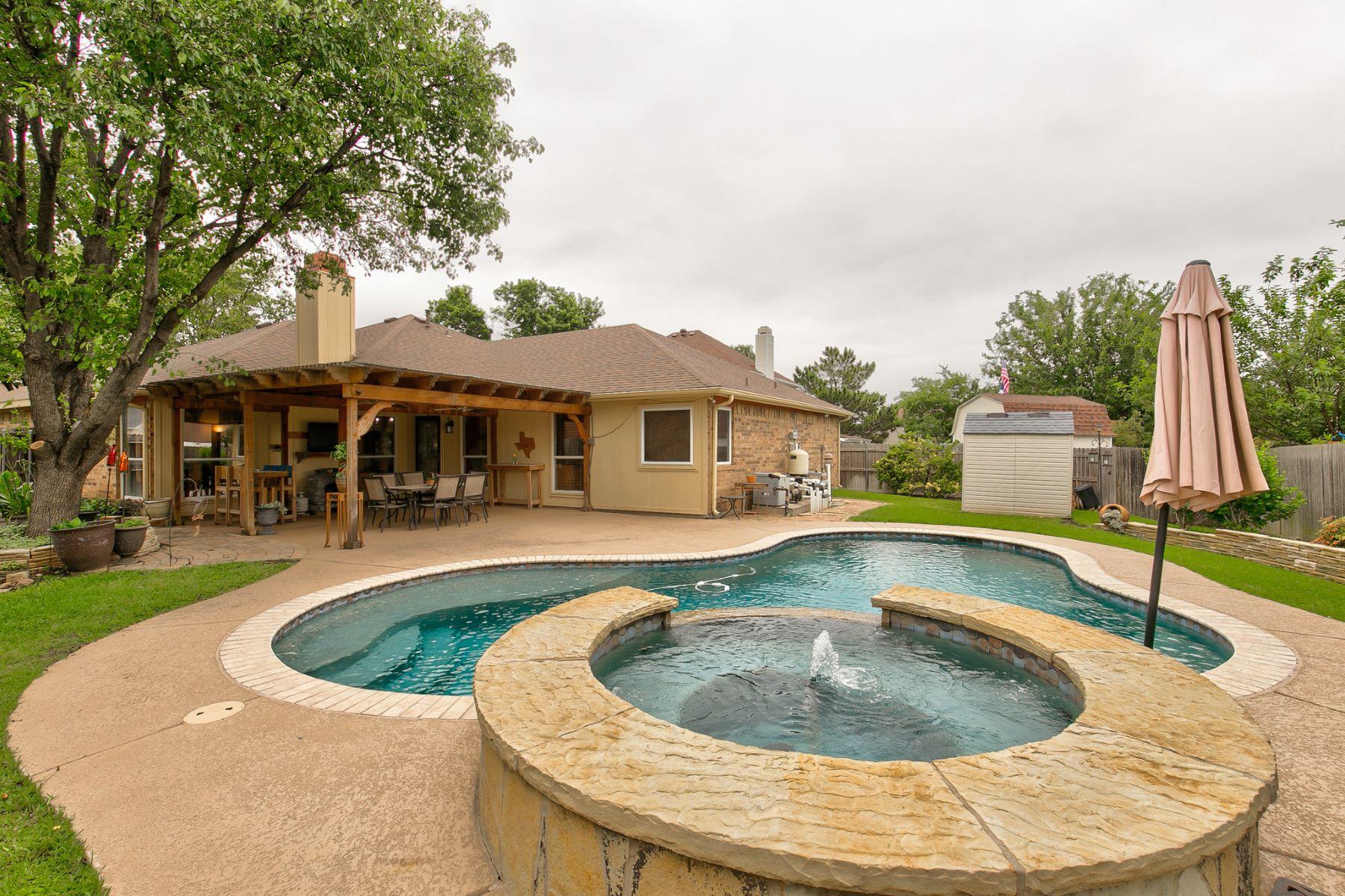 Single Family Homes for Sale at 216 Ember Glen Drive, Arlington, TX, 76018 216 Ember Glen Drive Arlington, Texas 76018 United States