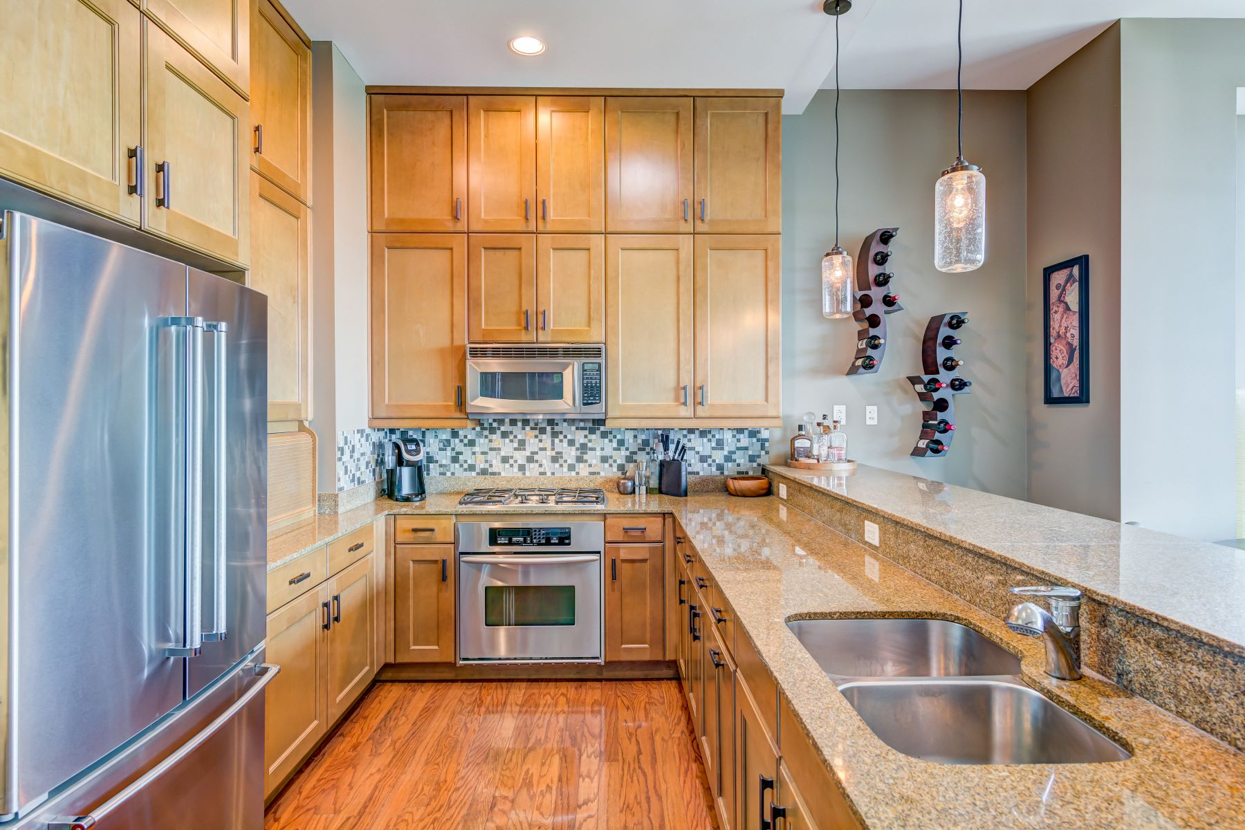 Additional photo for property listing at Live the Dream in the Heart of Clayton 8025 Maryland Avenue, #5B Clayton, Missouri 63105 United States