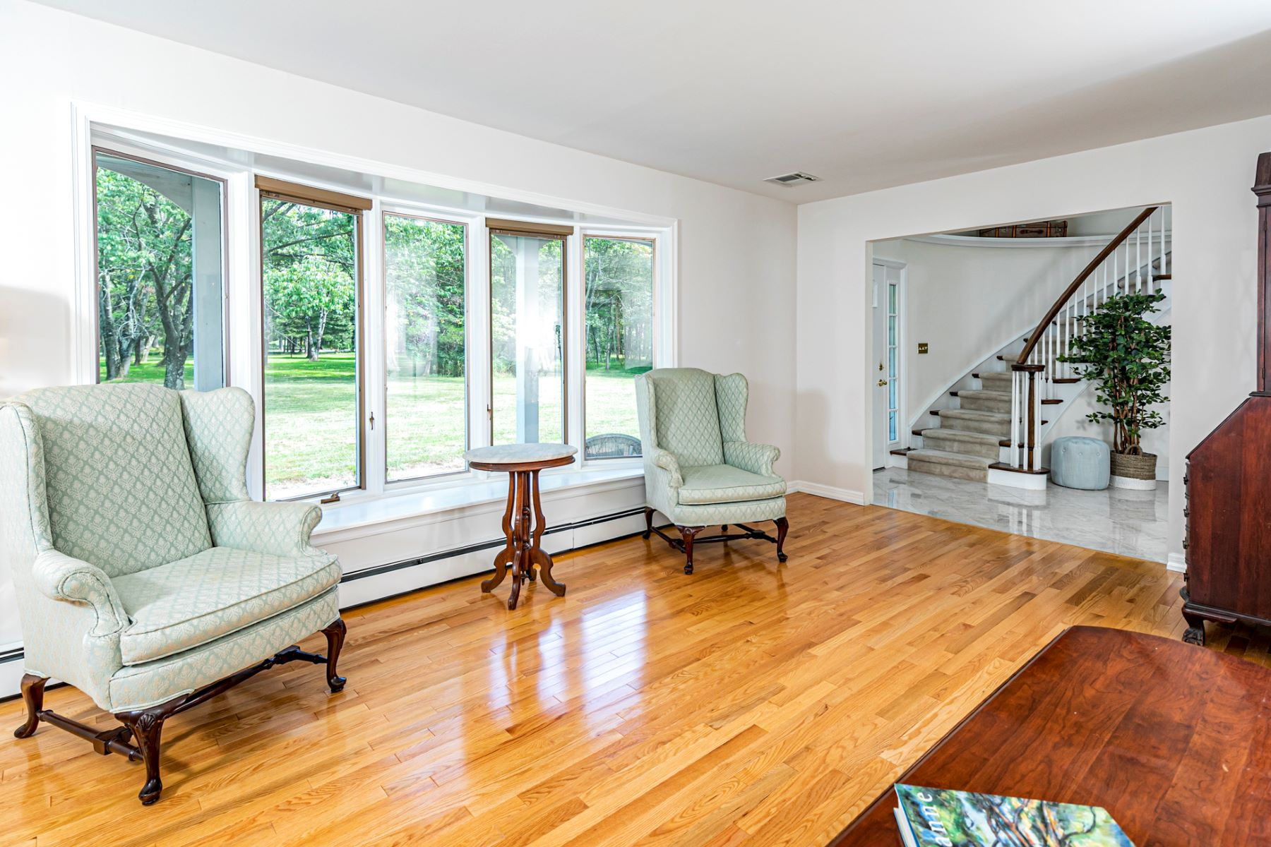 Additional photo for property listing at The Living Is Easy In This Impressive Hopewell Home 12 Bayberry Road, Princeton, New Jersey 08540 United States