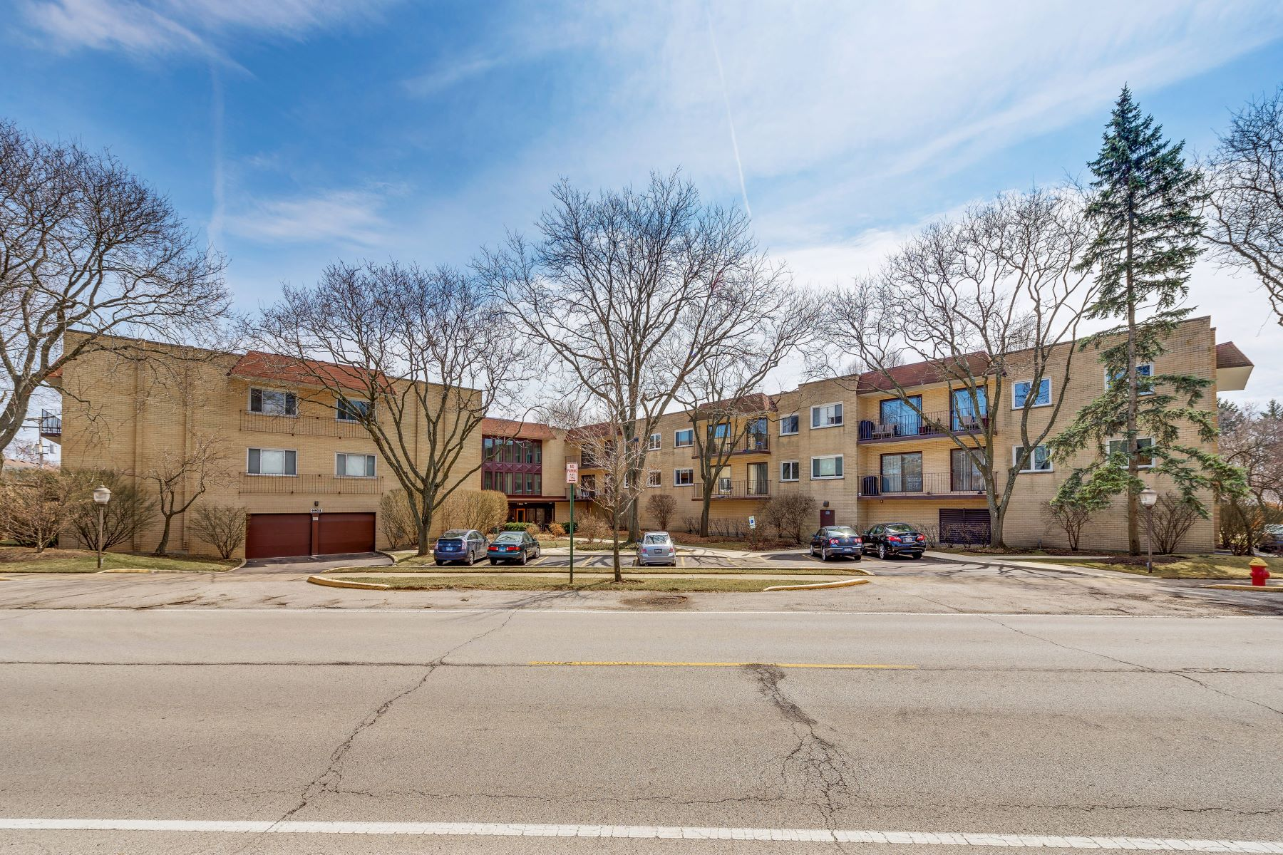 Condominium for Sale at Spacious And Bright 9801 Gross Point Road Unit 221 Skokie, Illinois 60076 United States