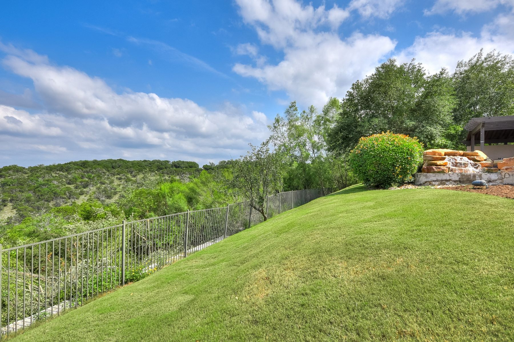 Additional photo for property listing at Unbelievable Find in Escala 4917 Mirador Dr Austin, Texas 78735 United States