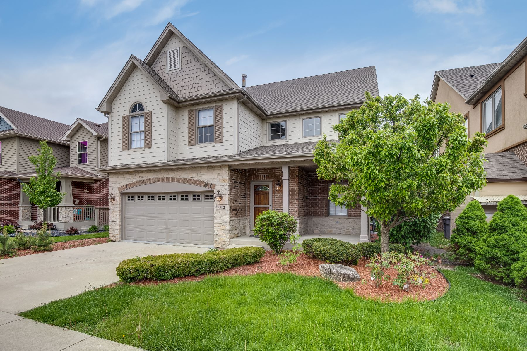 Single Family Home for Active at Stunning Orland Park Home 16821 Sheridans Trail Orland Park, Illinois 60467 United States