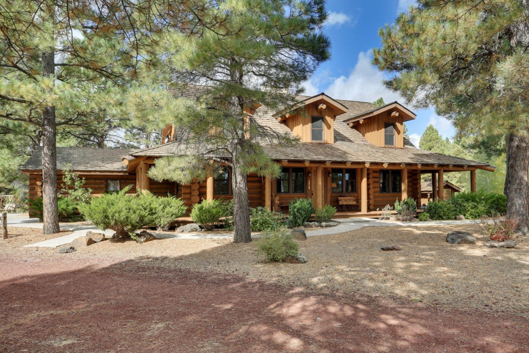 Single Family Homes for Sale at Luxury Log Home 2518 S Pine Aire DR Parks, Arizona 86018 United States