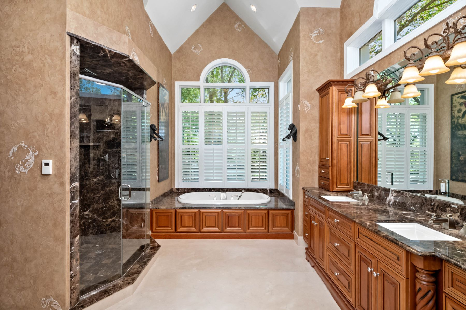 Additional photo for property listing at Executive Estate Nestled on Almost 4 Private Acres in Wildwood 18040 Panorama Drive Wildwood, Missouri 63038 United States