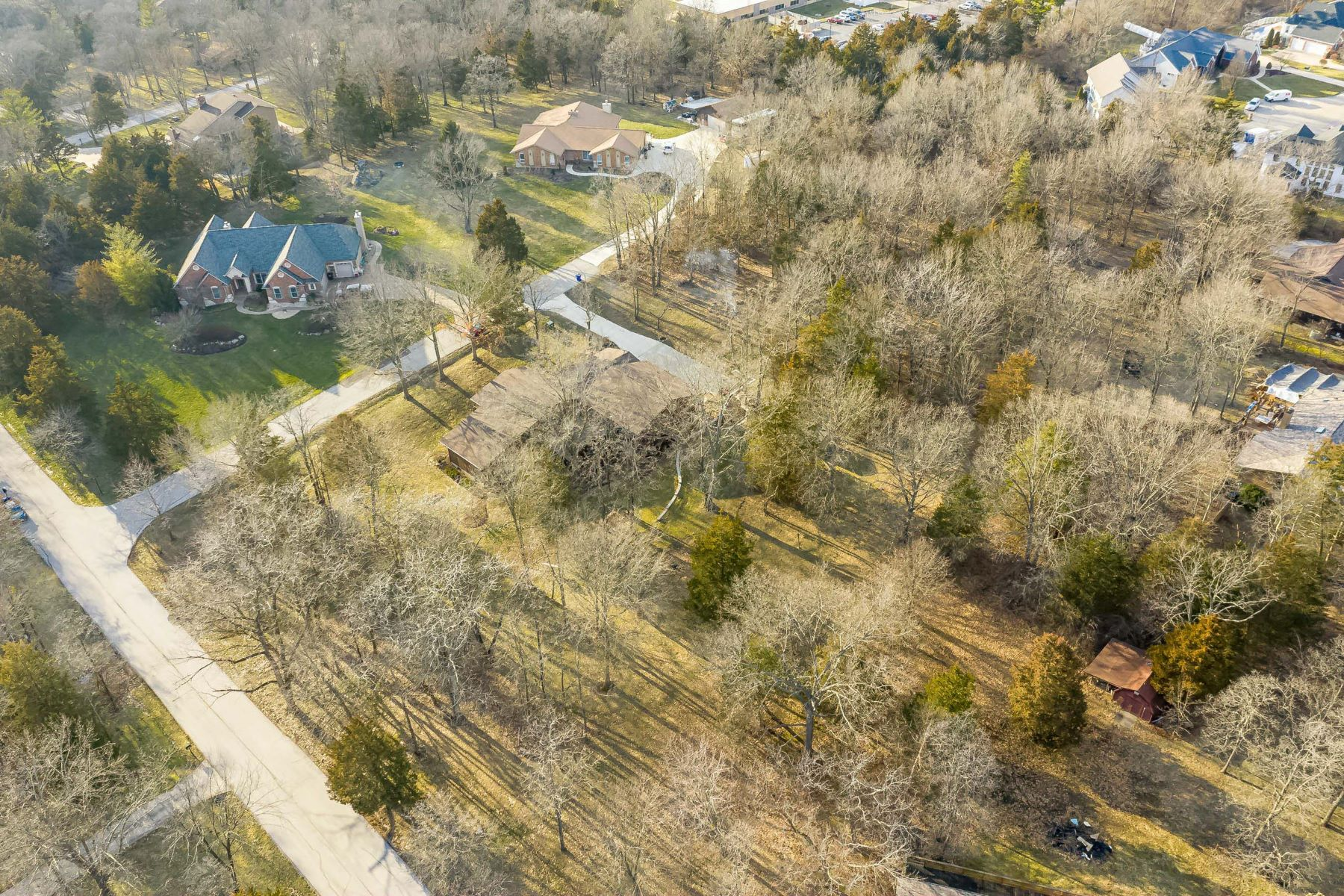 Additional photo for property listing at Spacious Home on 1.95 Acres With a Ten-Car Garage! 708 De Vaca Lane Weldon Spring, Missouri 63304 United States