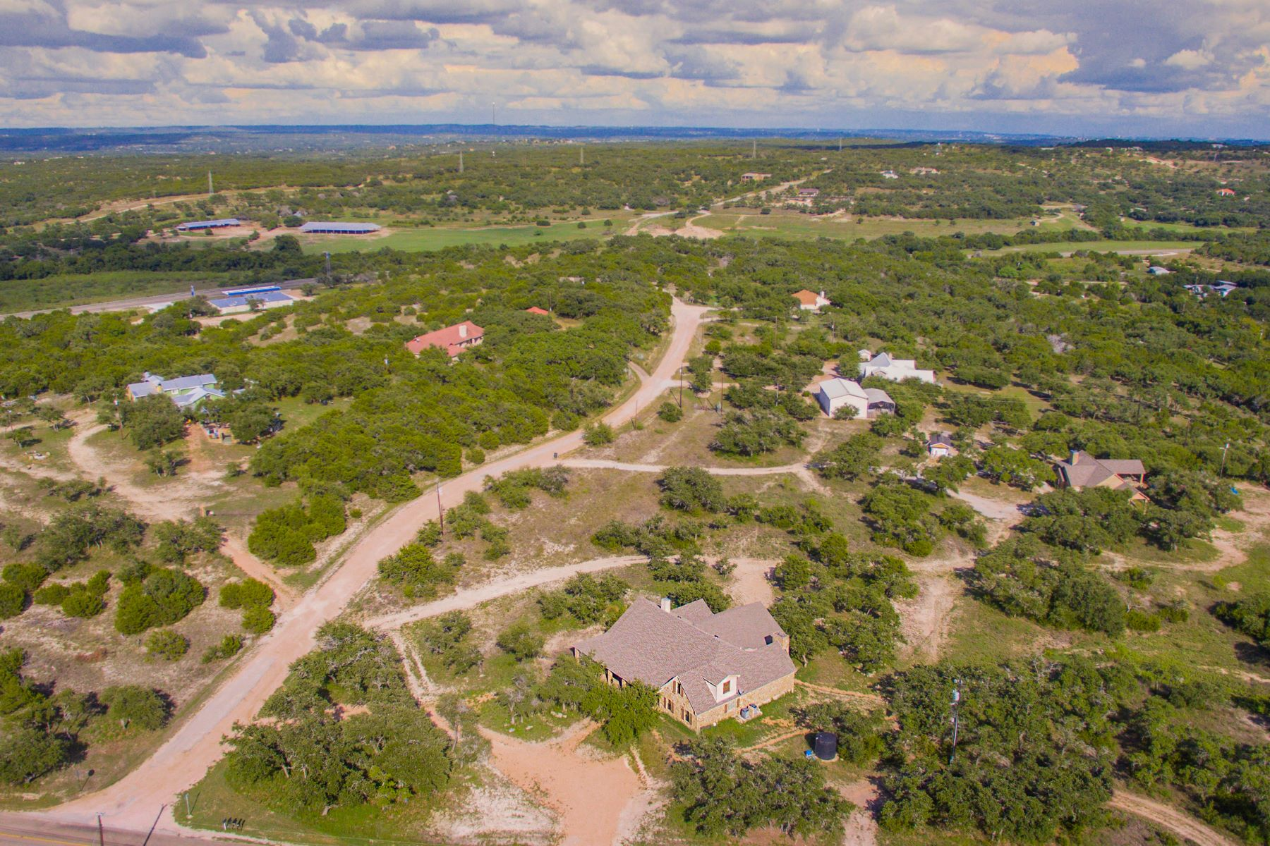 Maison unifamiliale pour l Vente à Peaceful Country Living at its Best 101 Chaparral Circle, Spicewood, Texas, 78669 États-Unis