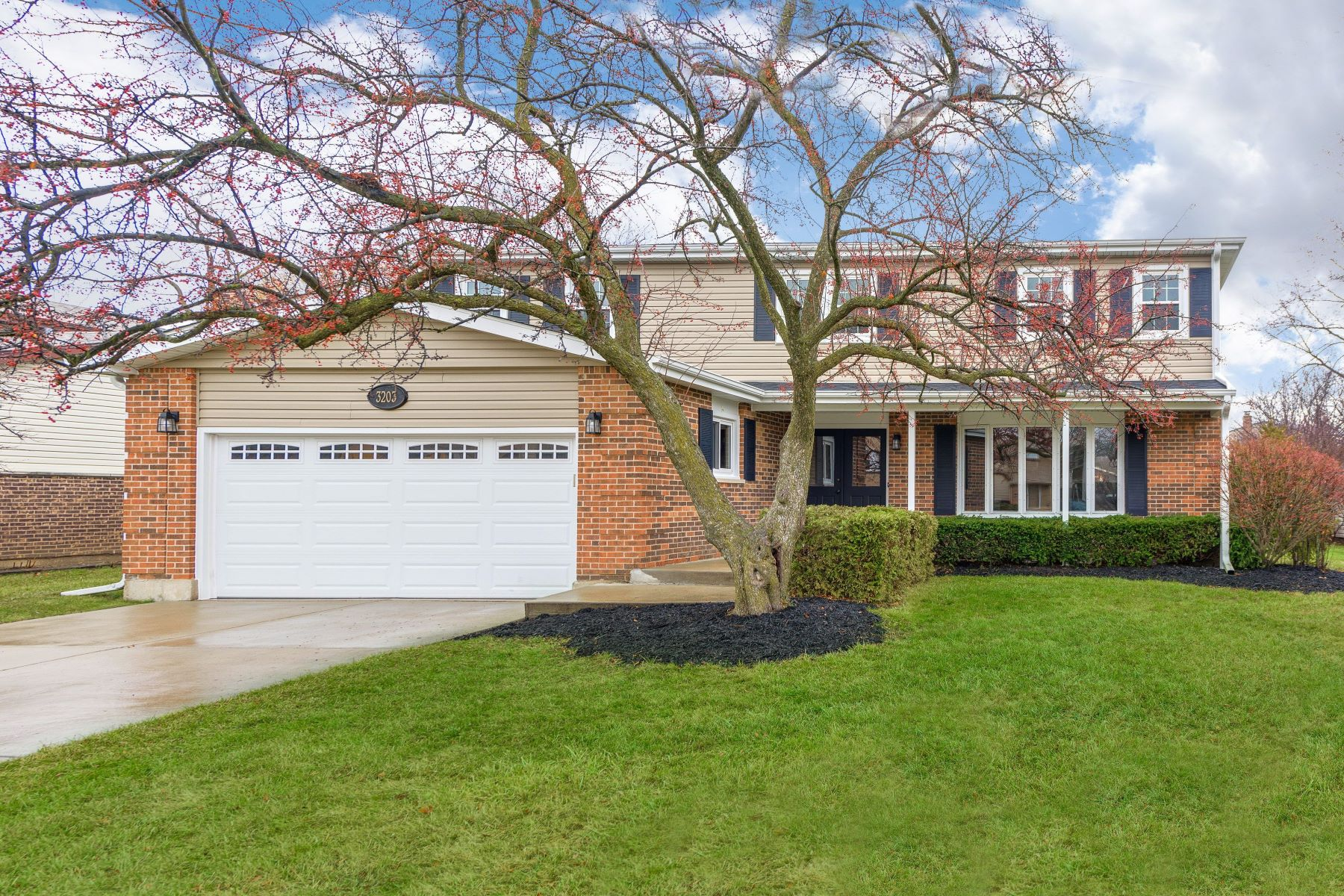 Single Family Homes for Active at Updated Arlington Heights Home 3203 N Carriageway Drive Arlington Heights, Illinois 60004 United States