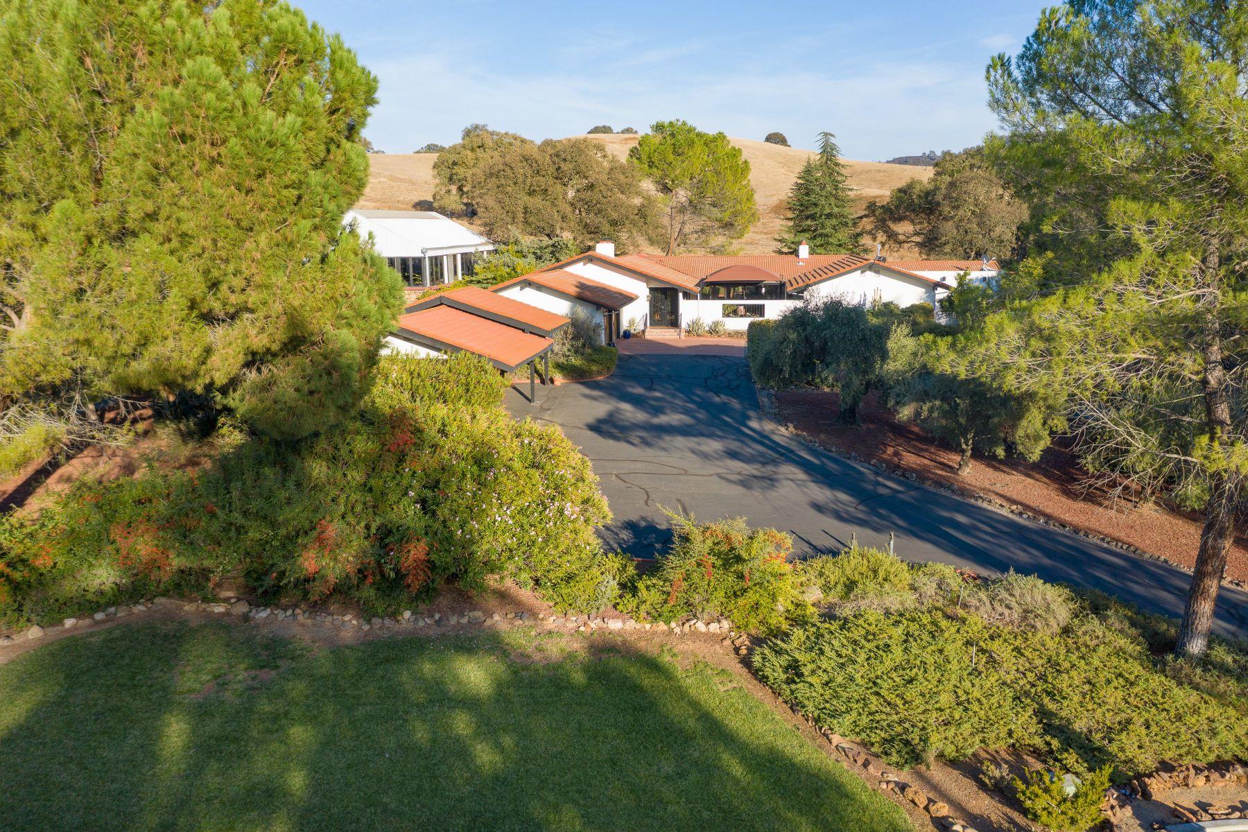Granjas / Hacienda / Platanción por un Venta en Spanish Revival Estate Located on 60 Sprawling Acres 6100 Gassner Road Burson, California 95225 Estados Unidos