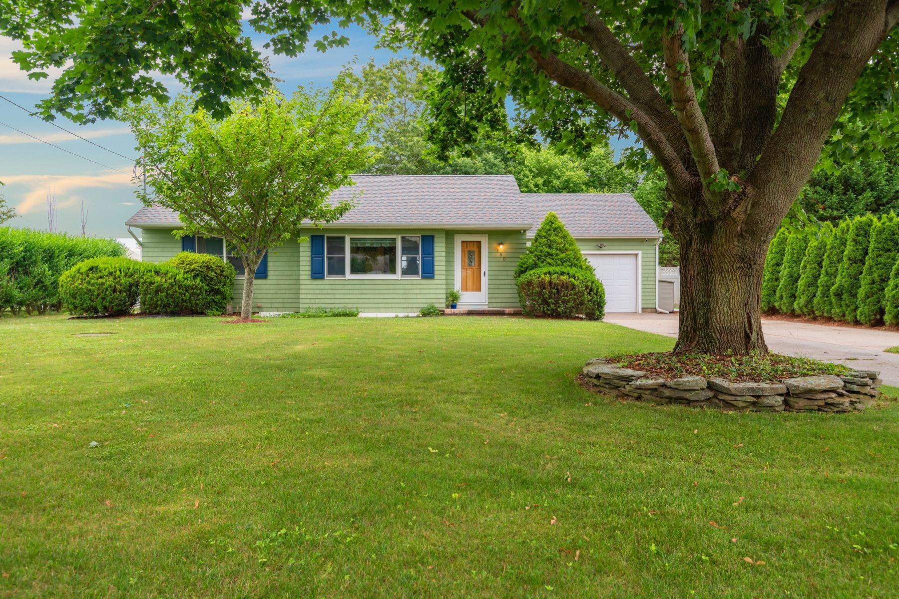 Single Family Homes 為 出售 在 190 West Lane, Riverhead, Ny, 11901 Riverhead, 纽约 11901 美國
