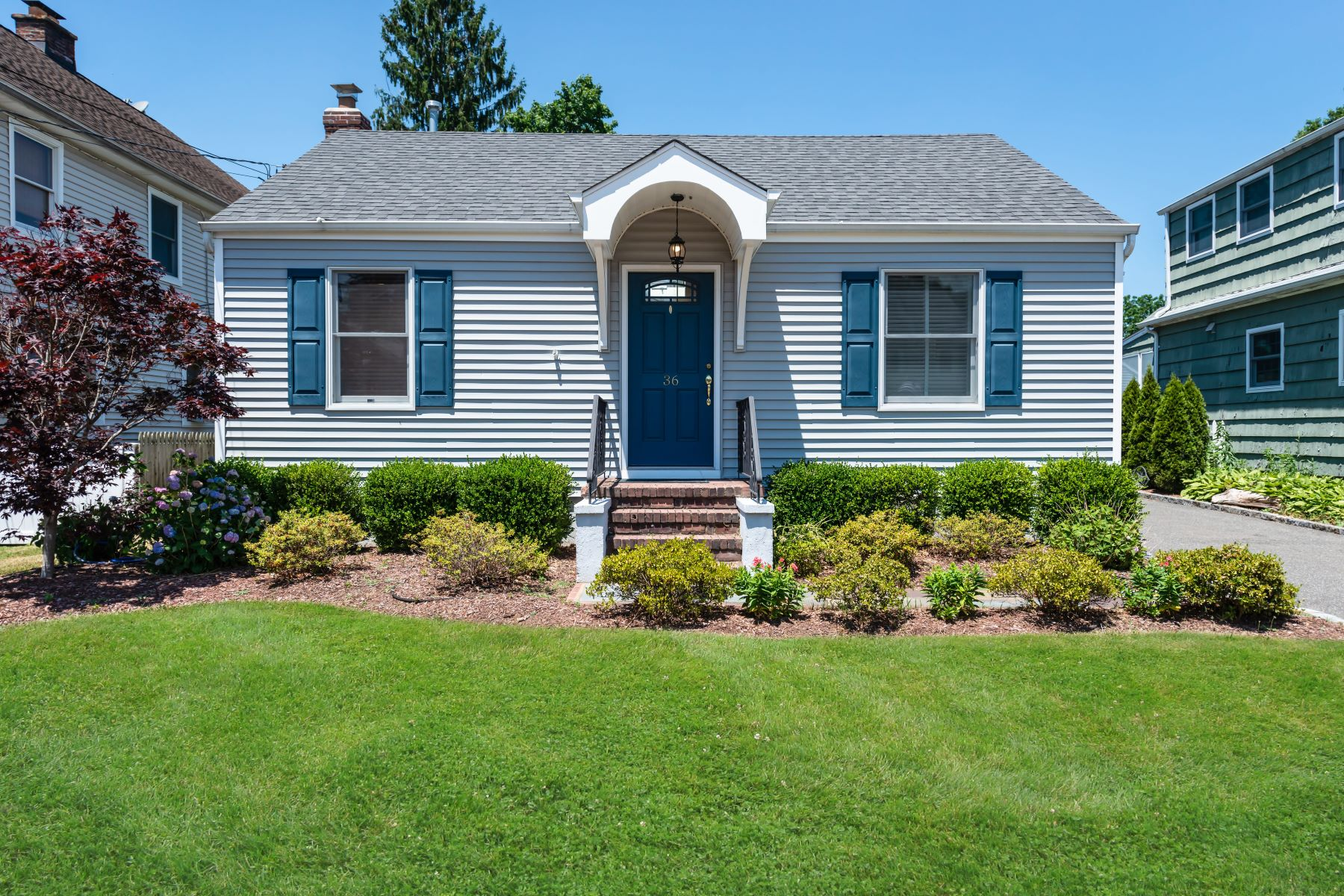 Single Family Homes 為 出售 在 36 Walnut Avenue, East Norwich, Ny, 11732 East Norwich, 纽约 11732 美國