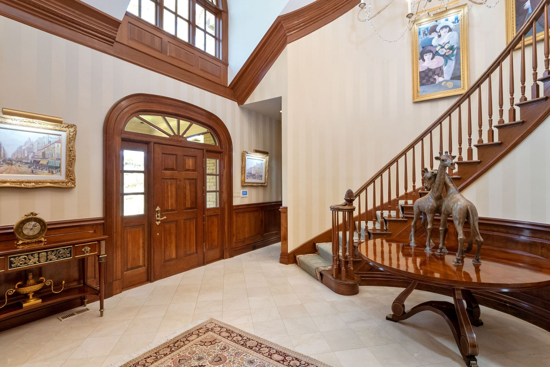 Additional photo for property listing at Secluded Ladue Home 8 Chateau Oaks St. Louis, Missouri 63124 United States