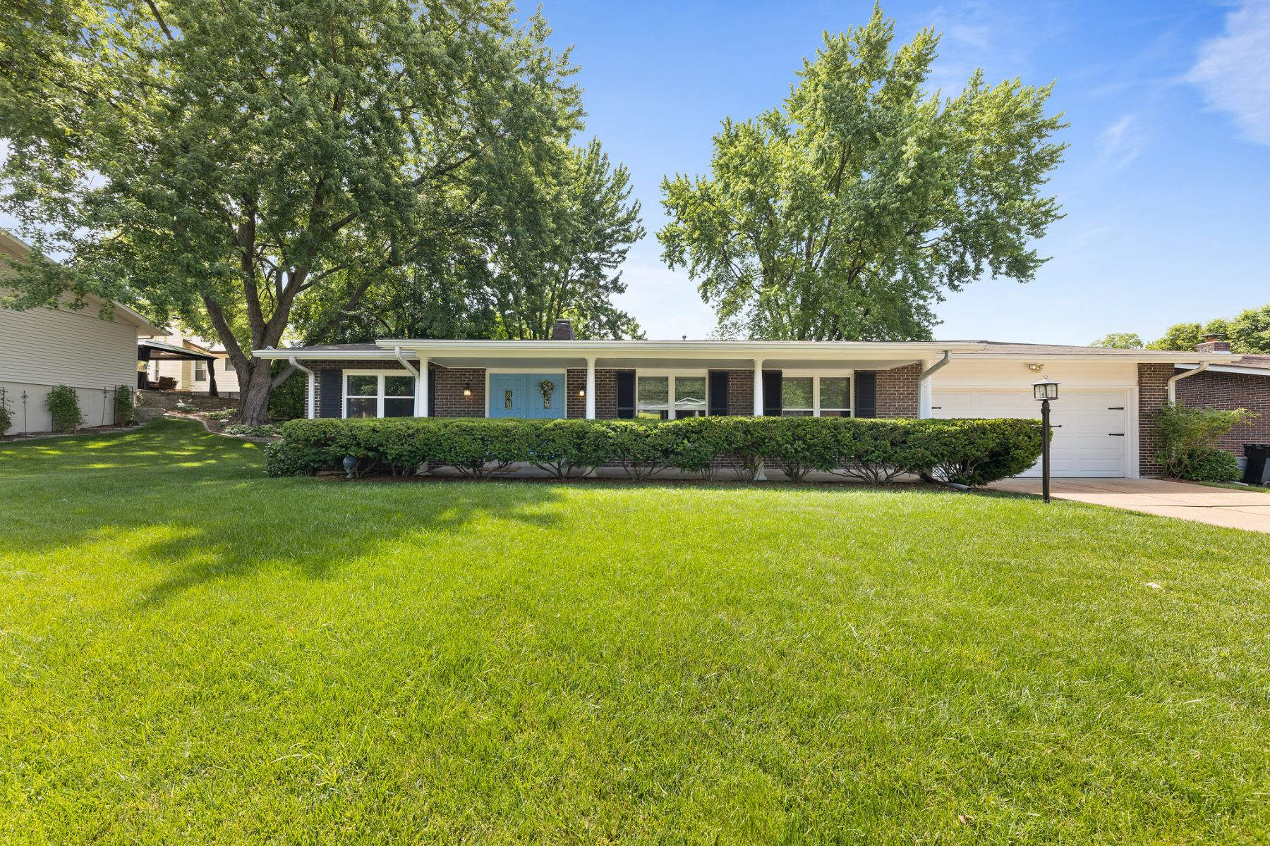 Single Family Homes for Sale at Updated Open Floor Plan 11574 Patty Ann Drive St. Louis, Missouri 63146 United States