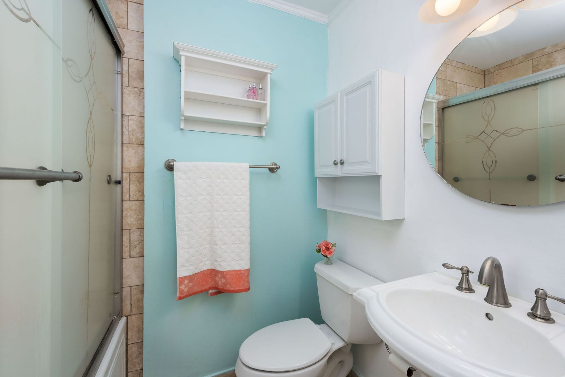 Additional photo for property listing at Lovely Clayton Condo 7571 Buckingham Drive #5 Clayton, Missouri 63105 United States