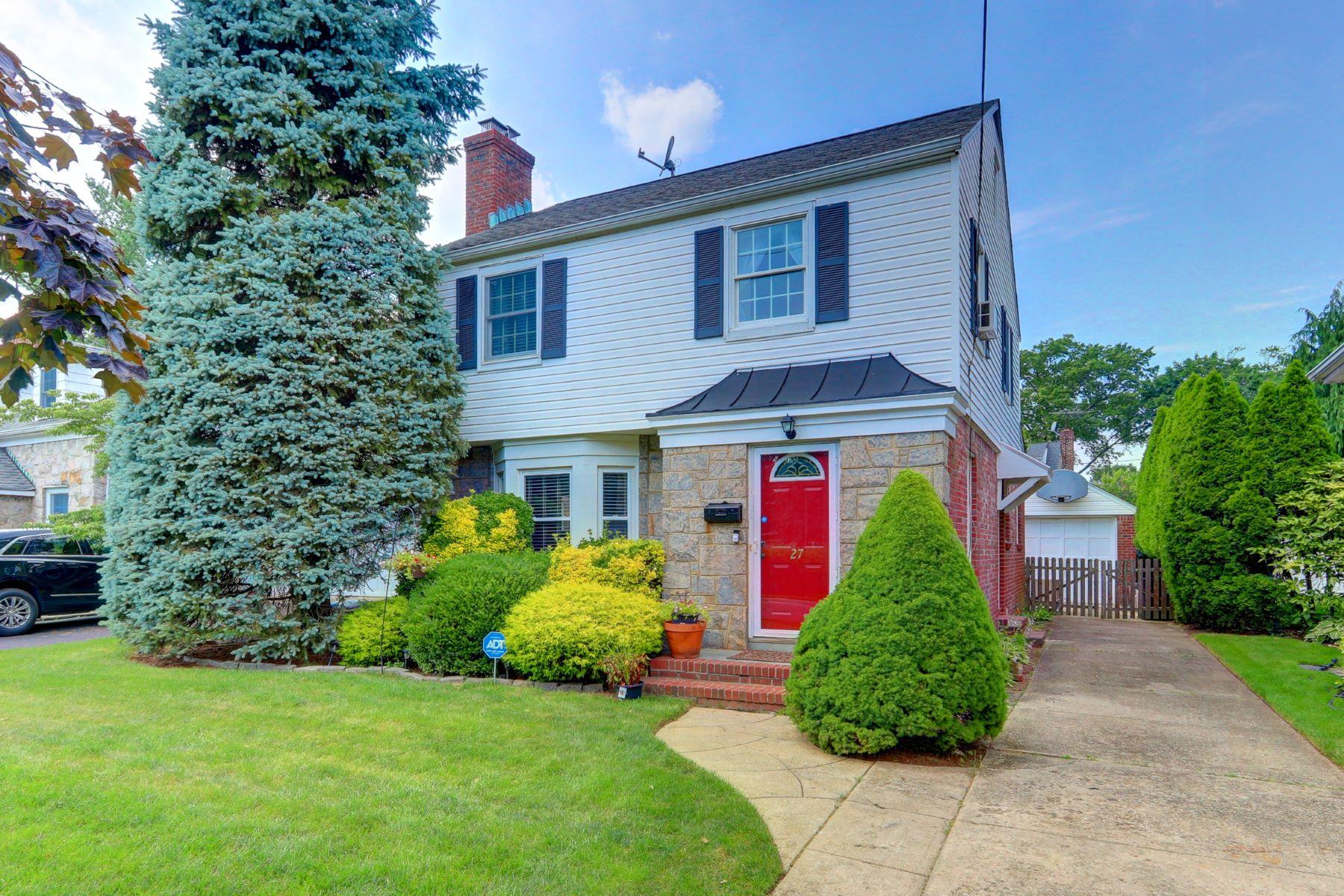 Single Family Homes 為 出售 在 27 Azalia Court, Hempstead, Ny, 11550 Hempstead, 纽约 11550 美國
