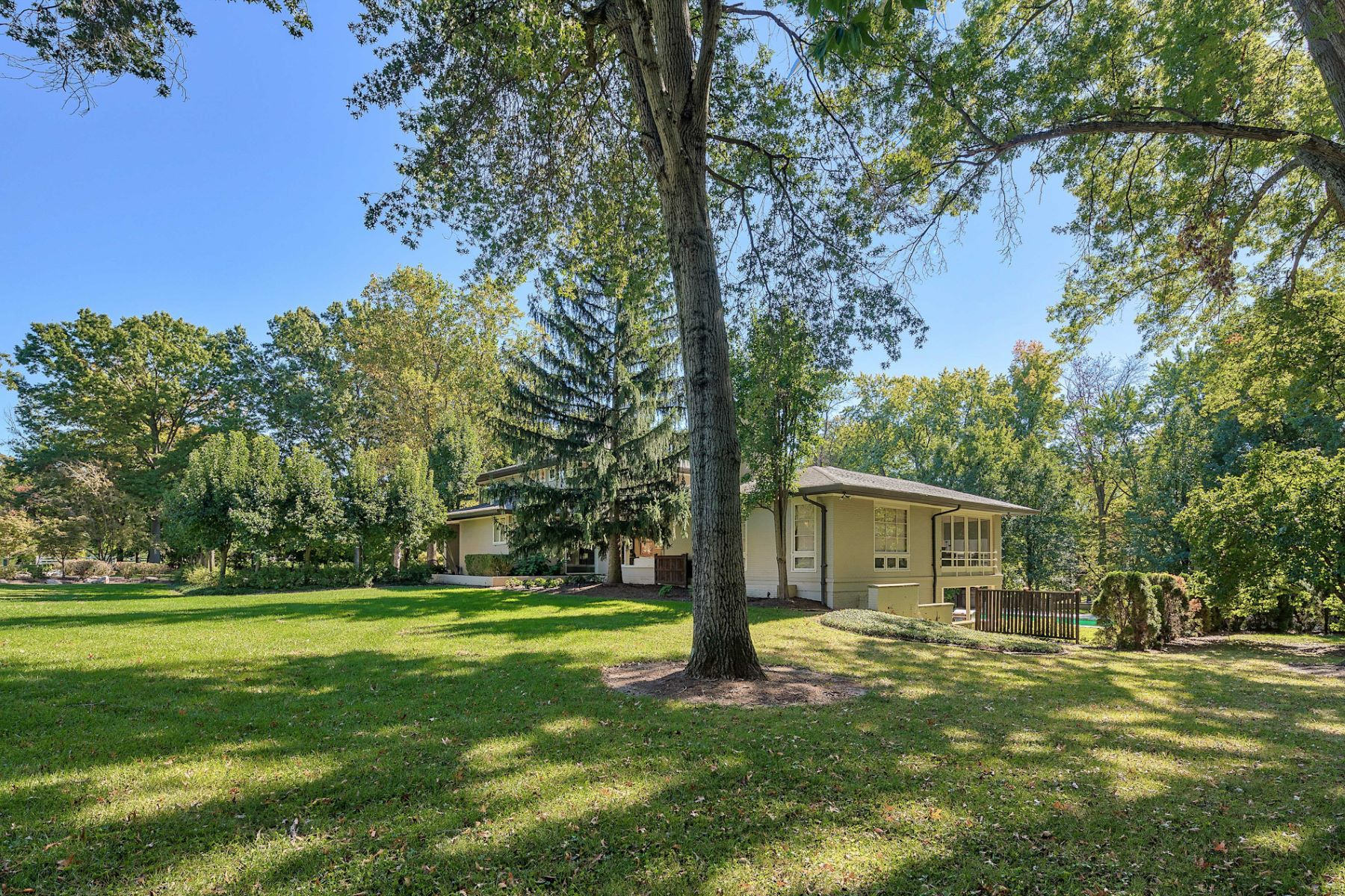 Additional photo for property listing at South Warson Rd 2120 South Warson Road St. Louis, Missouri 63124 United States