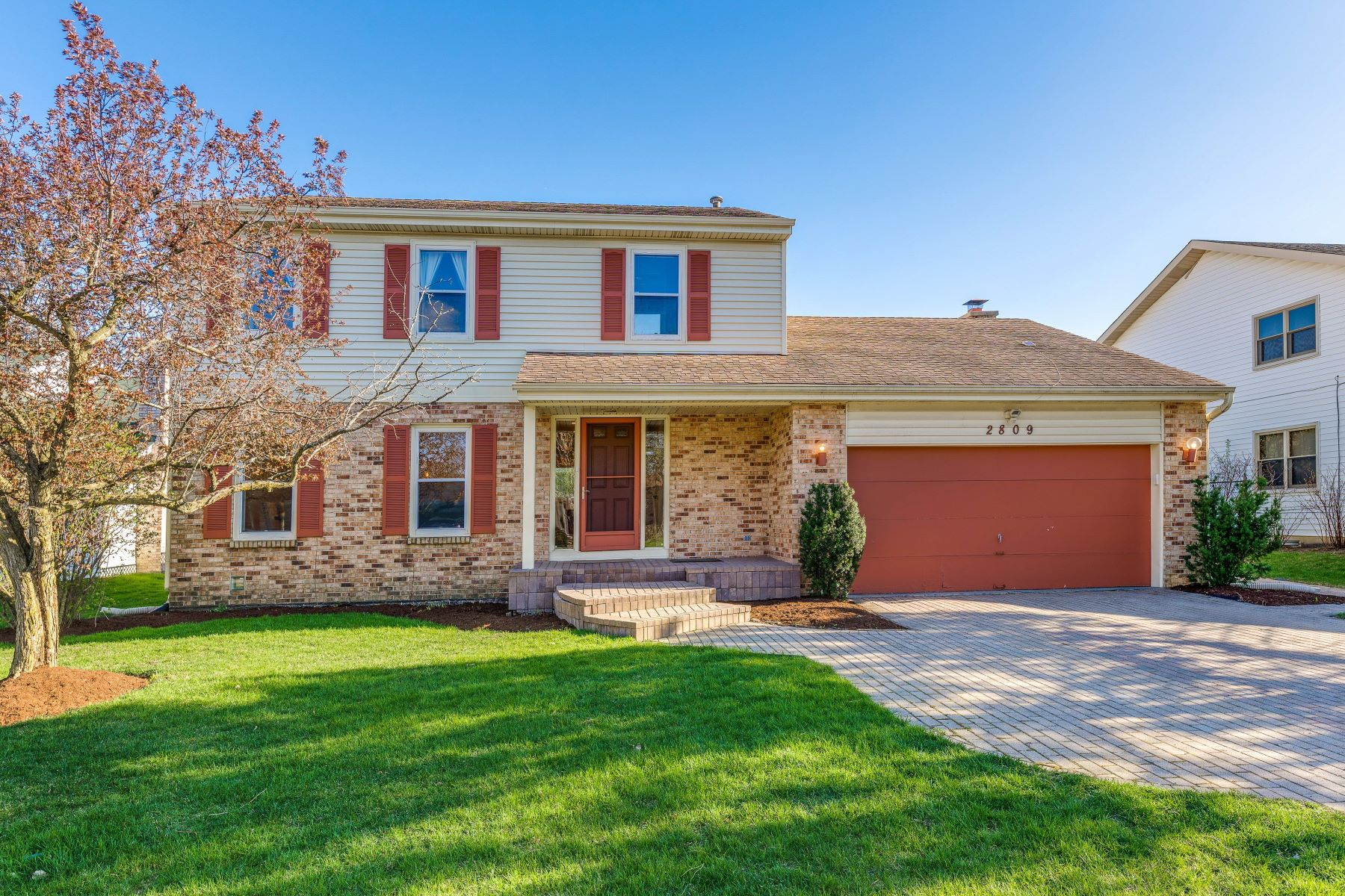 single family homes for Sale at Updated Northbrook Home 2809 Crabtree Lane Northbrook, Illinois 60062 United States
