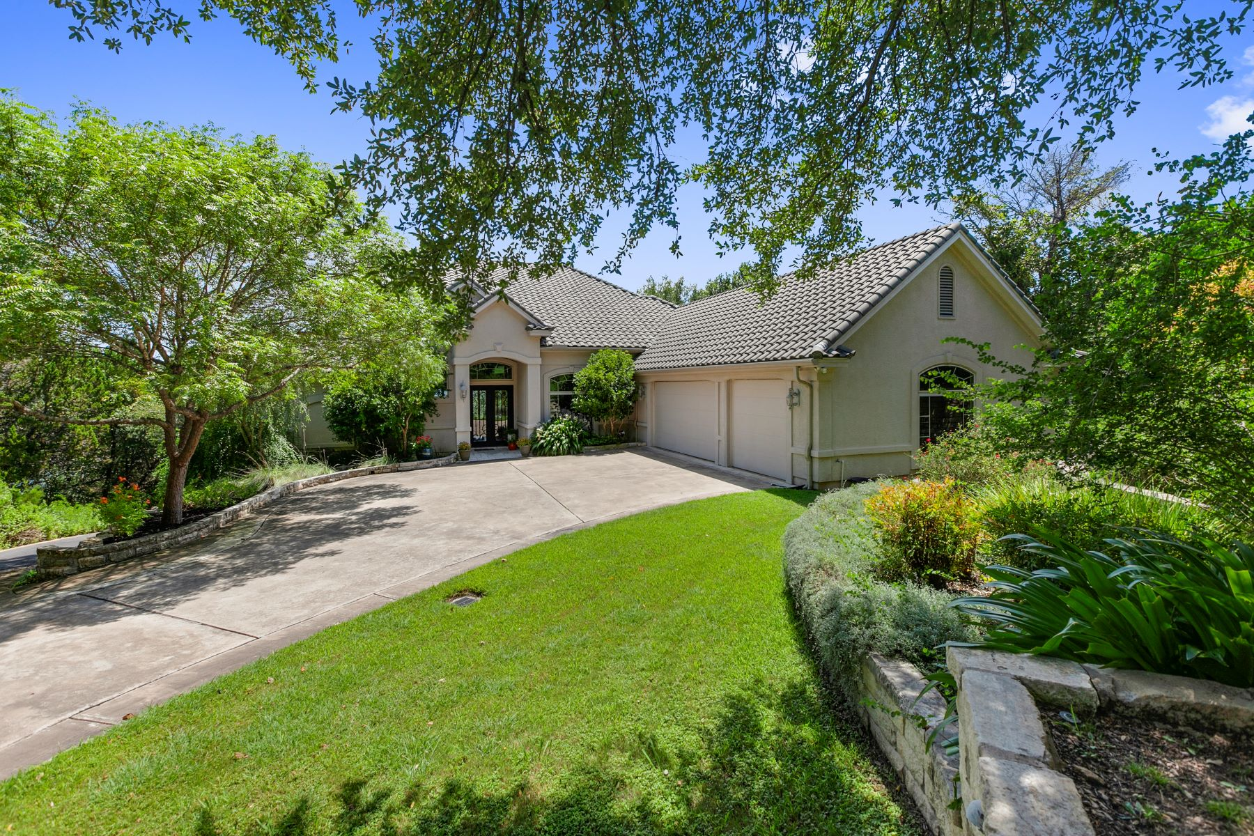 Single Family Homes for Sale at 8917 Northlake Hills Circle, Jonestown, TX 78645 8917 Northlake Hills Circle Jonestown, Texas 78645 United States