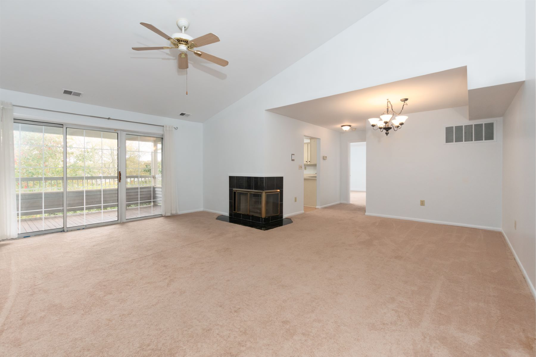 Additional photo for property listing at Spacious Penthouse in Colonnade Pointe! 103 Sequoia Court, #11, Princeton, New Jersey 08540 United States