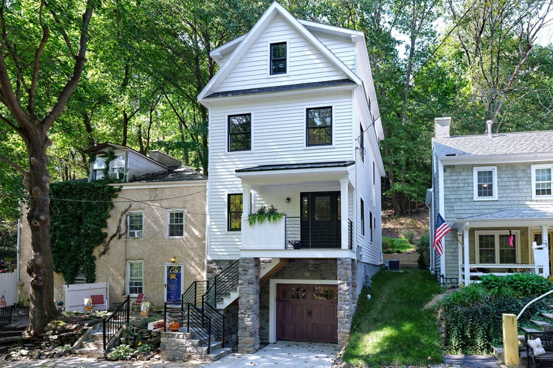 Single Family Homes por un Venta en Home Sweet New Home – In Lambertville! 172 York Street Lambertville, Nueva Jersey 08530 Estados Unidos