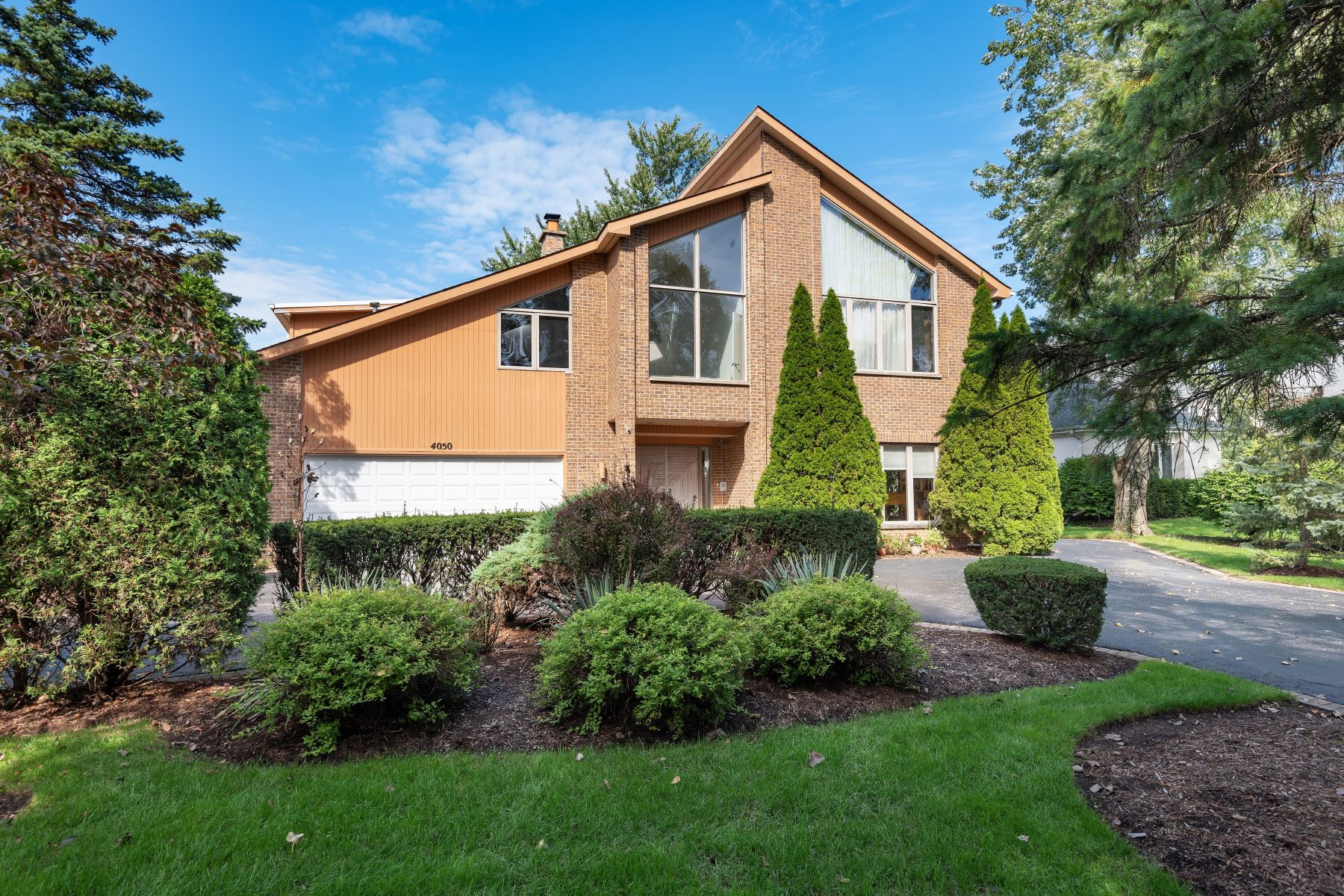 Single Family Homes for Active at A Must See 4050 Greenacre Drive Northbrook, Illinois 60062 United States