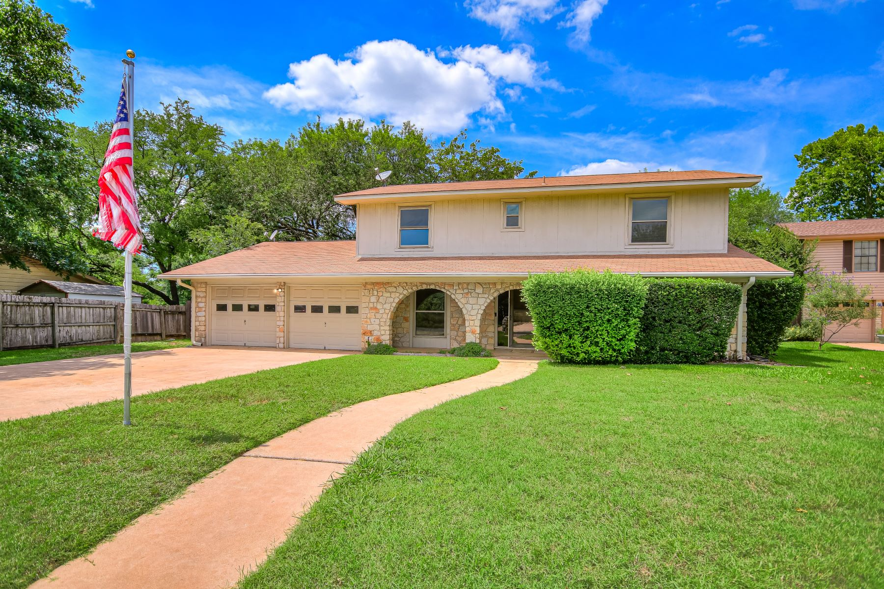 Single Family Homes for Active at 1706 Cedar Creek Cove, Round Rock, TX 78681 1706 Cedar Creek Cove Round Rock, Texas 78681 United States