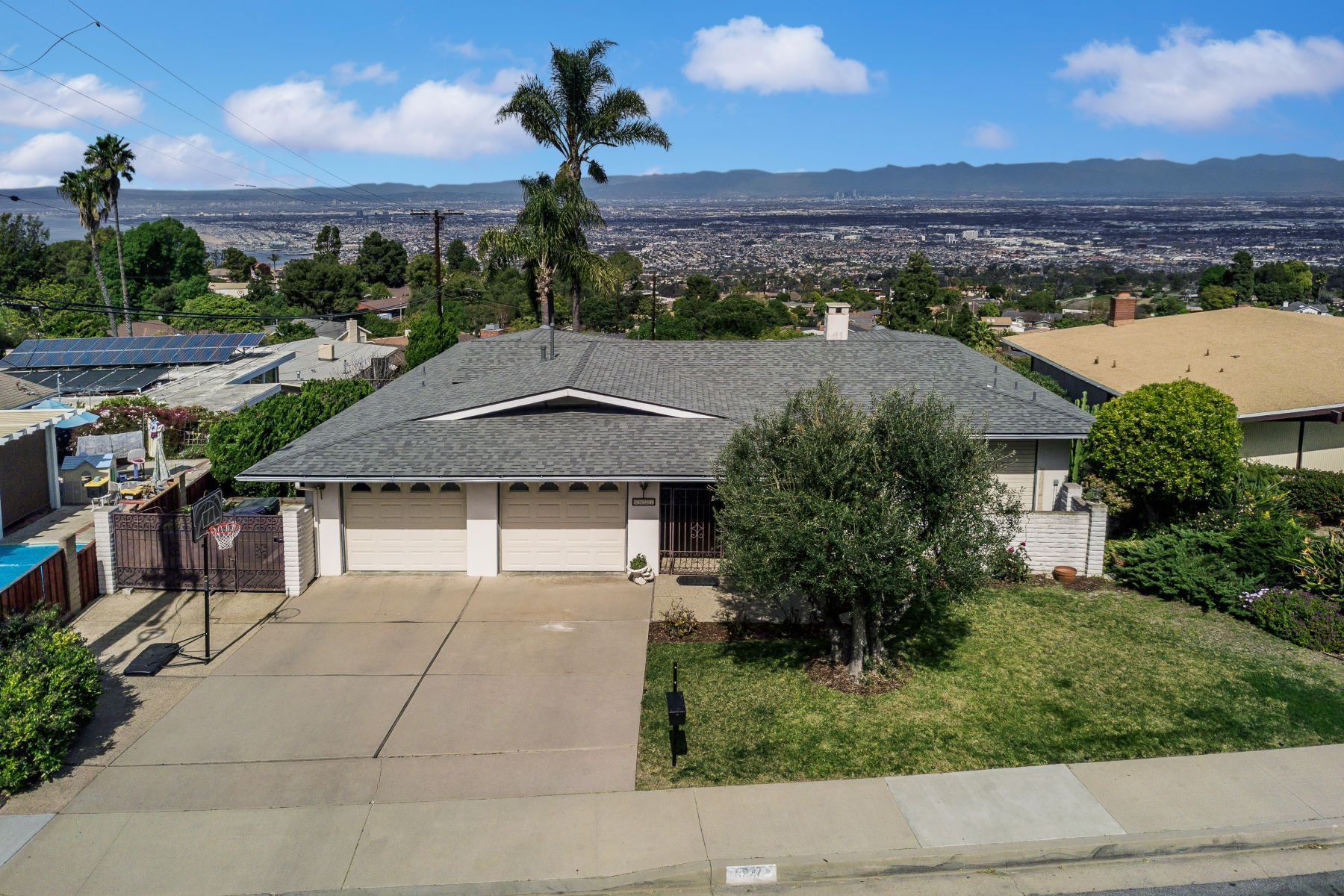 Single Family Homes for Active at 5927 Mossbank Drive, Rancho Palos Verdes, CA 90275 5927 Mossbank Drive Rancho Palos Verdes, California 90275 United States
