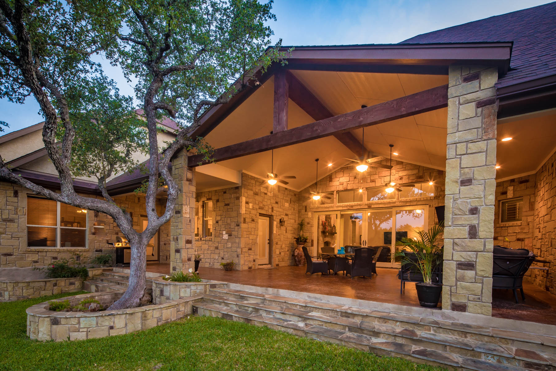 Additional photo for property listing at Gorgeous Custom Home on Large Hill Country Lot 840 Haven Point Loop New Braunfels, Texas 78132 United States