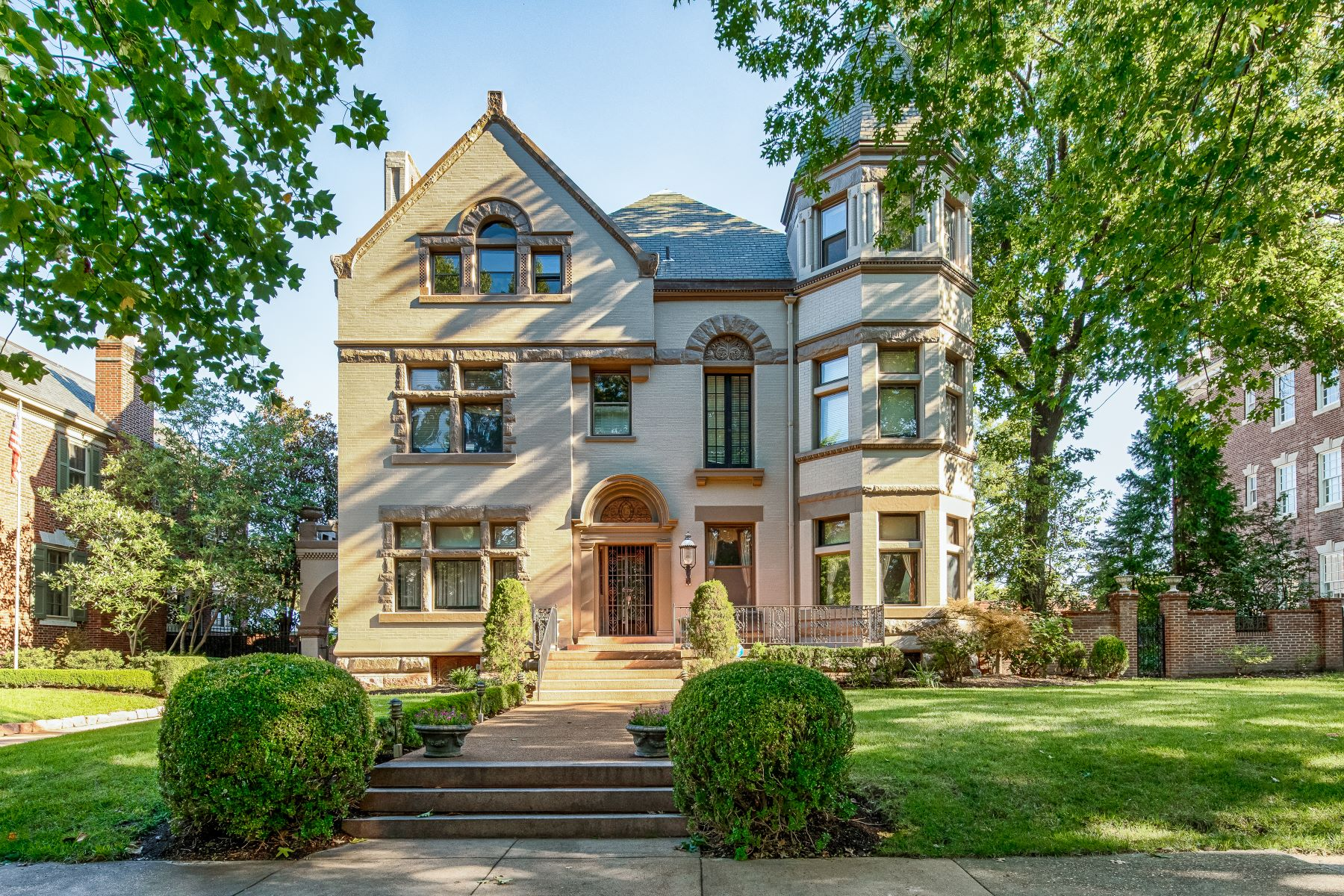Single Family Homes for Sale at Regal Queen Anne Style Mansion 39 Portland Place St. Louis, Missouri 63108 United States