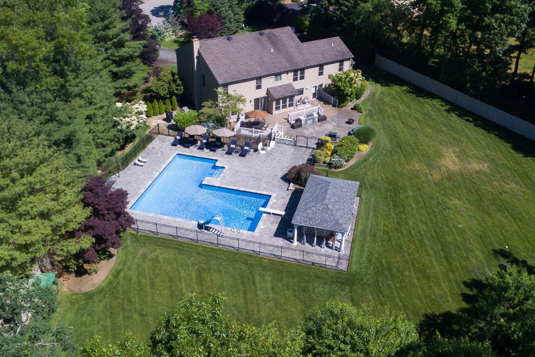 Single Family Homes 為 出售 在 17 The Drawbridge, Woodbury, Ny, 11797 Woodbury, 纽约 11797 美國