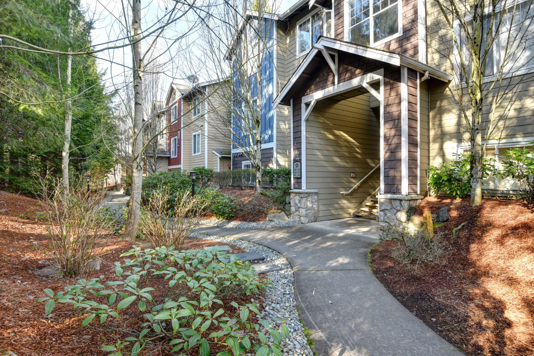Condominiums for Sale at 710 240th Wy SE Unit #D101, Sammamish, WA 98074 710 240th Wy SE Unit #D101 Sammamish, Washington 98074 United States