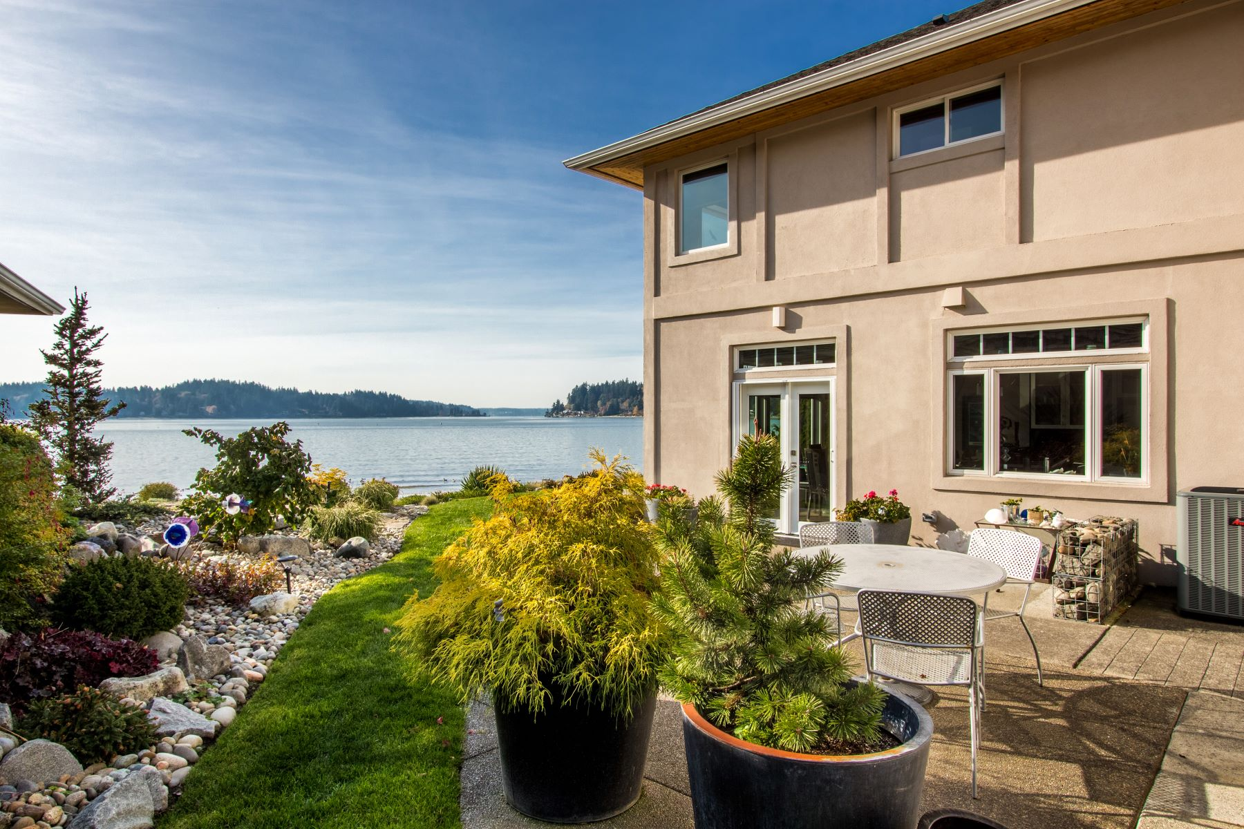 Condominiums for Sale at 4576 Point White Drive NE, Bainbridge Island, WA 98110 4576 Point White Drive NE Bainbridge Island, Washington 98110 United States