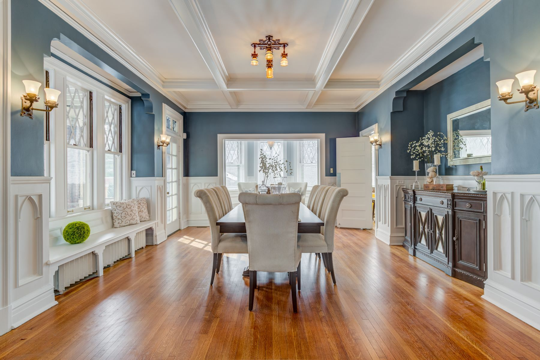 Additional photo for property listing at Stately Central West End home designed in 1909 by Louis Spiering 48 Washington Terrace St. Louis, Missouri 63112 United States