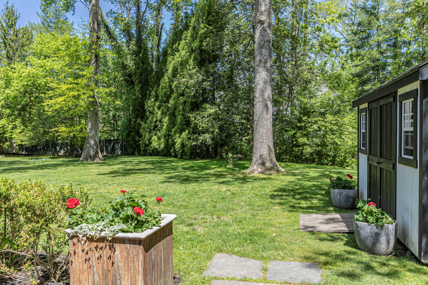 Additional photo for property listing at Classic Yet Modern Colonial Only 1.2 Miles to Town! 127 Westerly Road, Princeton, Νιου Τζερσεϋ 08540 Ηνωμένες Πολιτείες