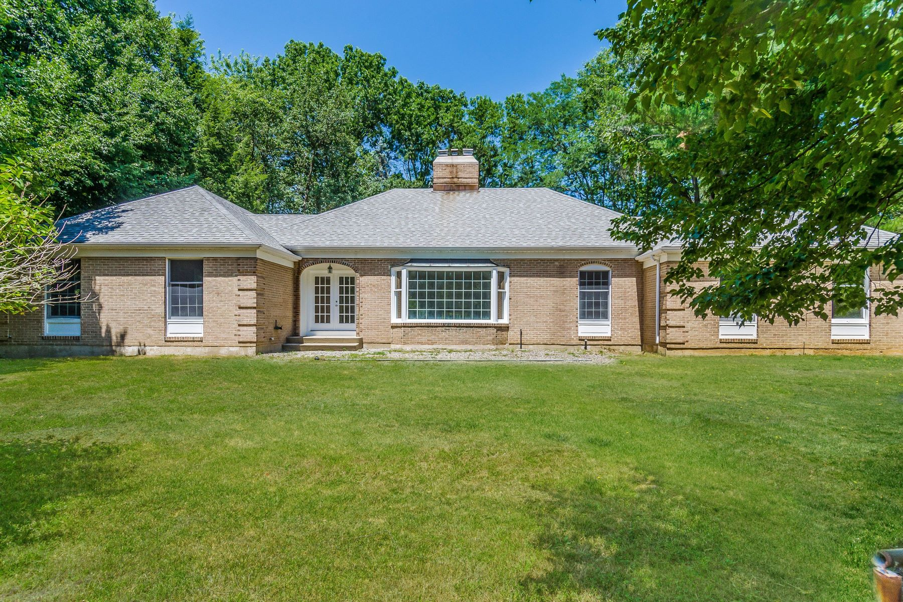Single Family Homes para Venda às Value-Packed French Provincial Near Hopewell Borough 148 Lambertville Hopewell Road, Hopewell, Nova Jersey 08525 Estados Unidos