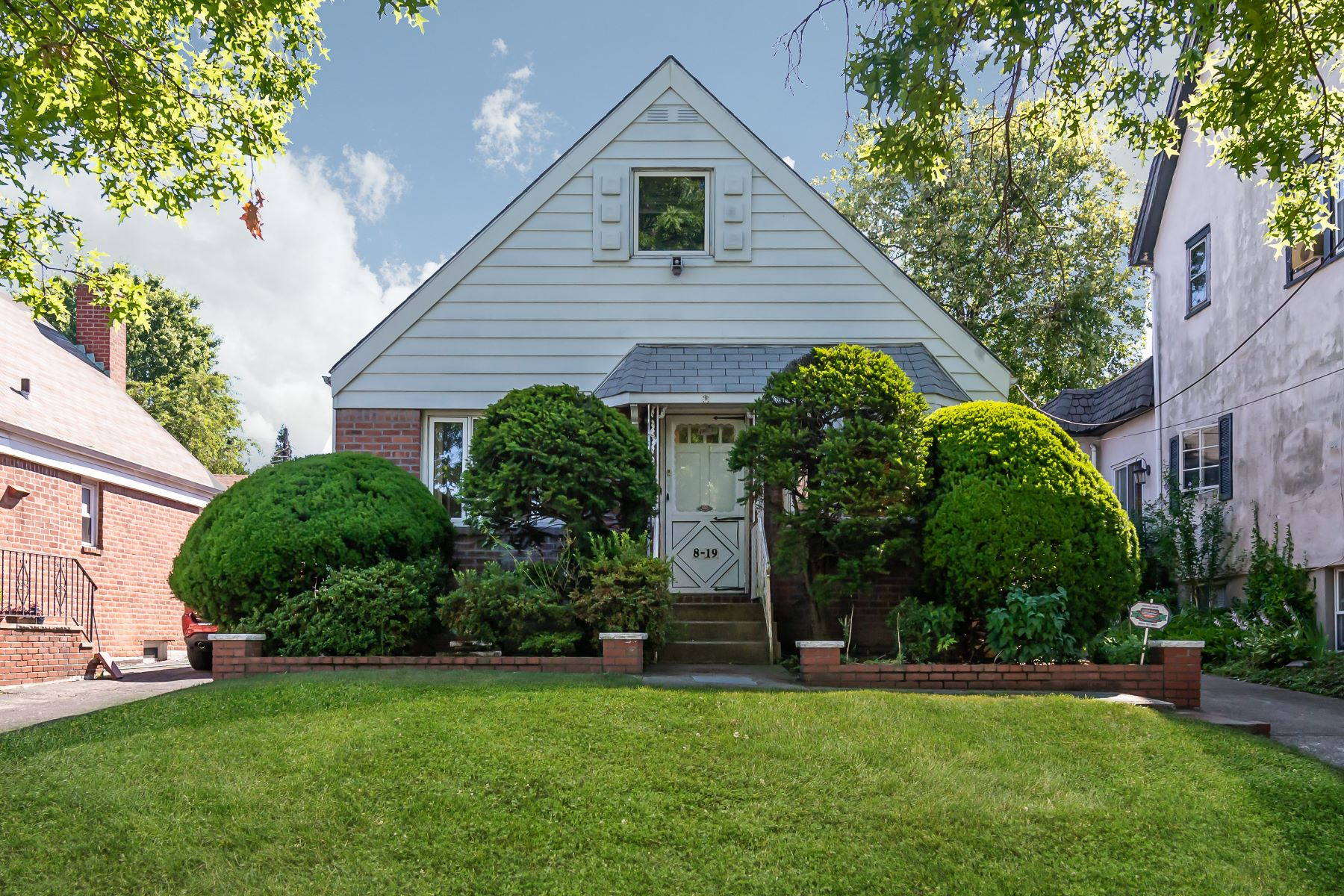 Single Family Homes 為 出售 在 8-19 147th Street, Whitestone, Ny, 11357 Whitestone, 纽约 11357 美國