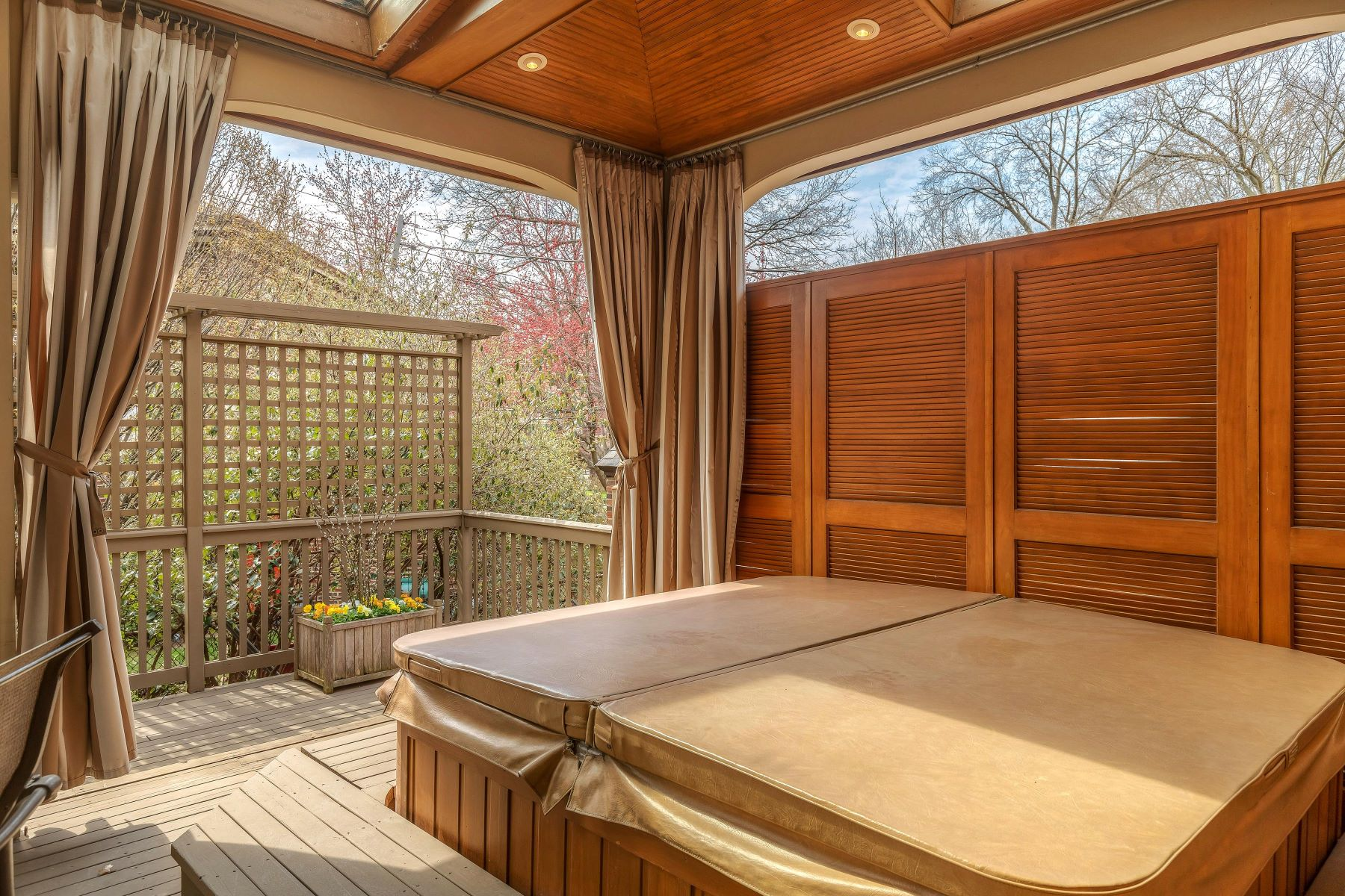 Additional photo for property listing at Condo Alternative in University Hills 508 Purdue Avenue University City, Missouri 63130 United States