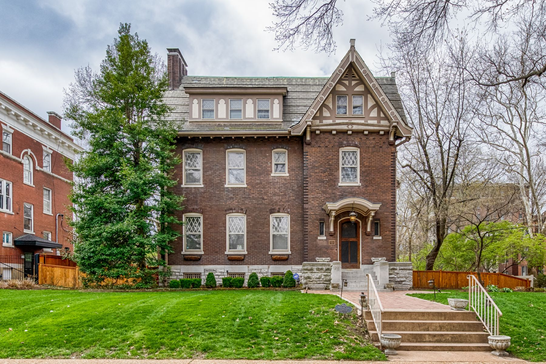 Single Family Home for Sale at Stately Central West End home designed in 1909 by Louis Spiering 48 Washington Terrace St. Louis, Missouri 63112 United States