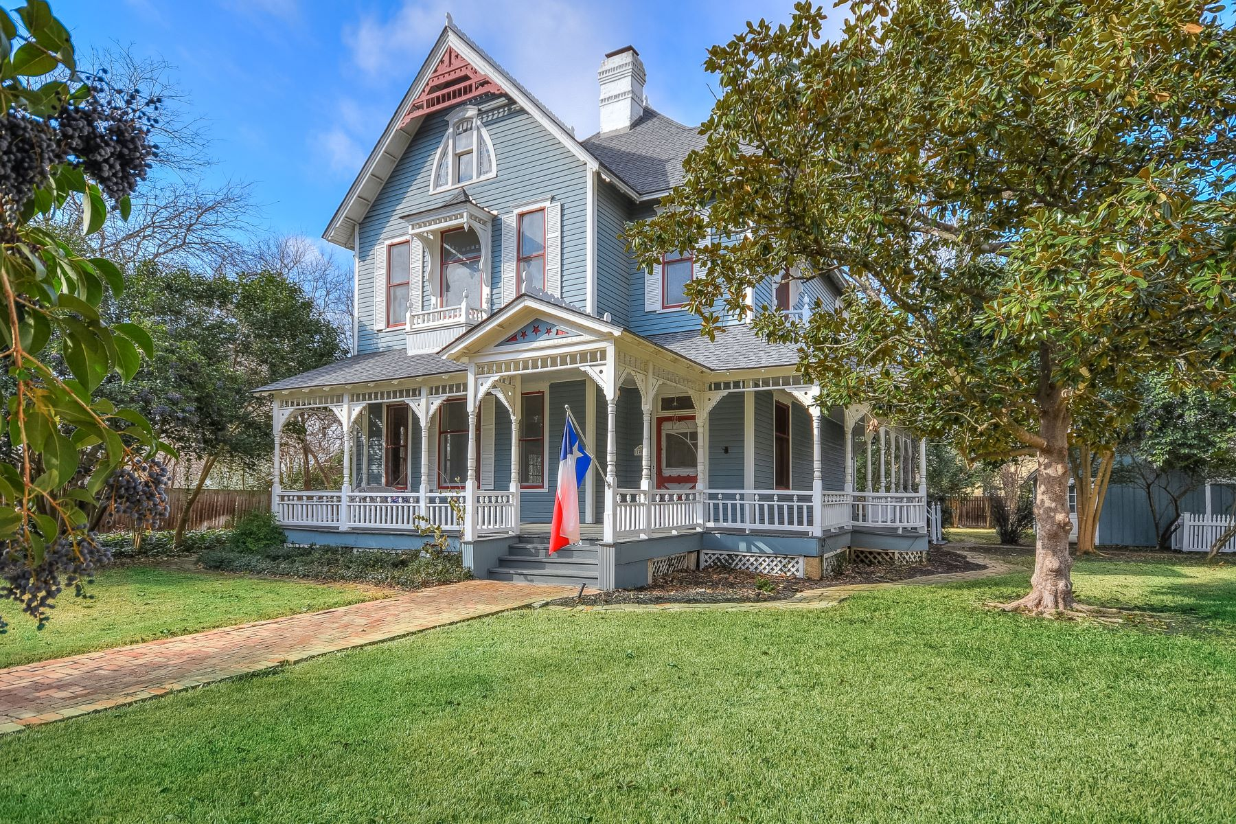 Single Family Home for Sale at Modern Comfort Meets Victorian Charm 1404 South Elm Street Georgetown, Texas 78626 United States