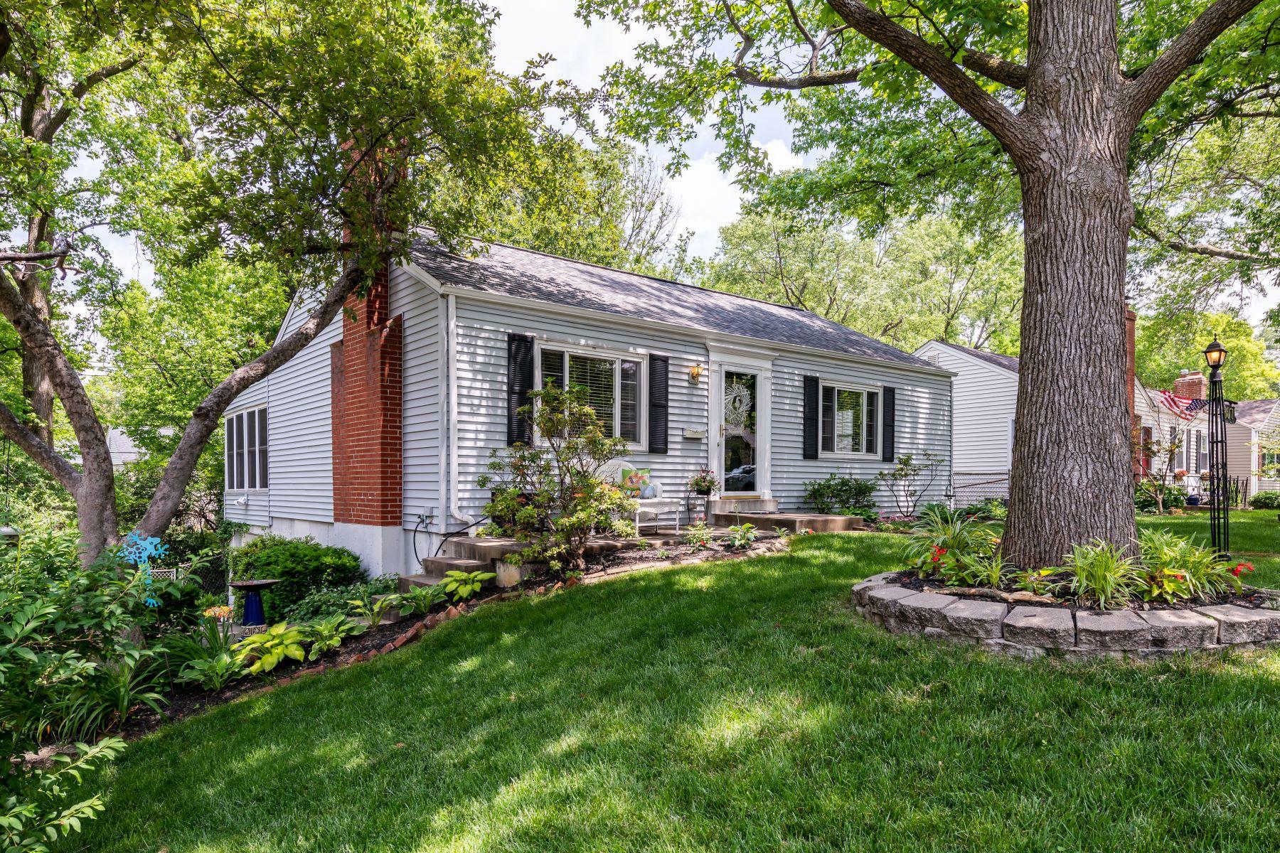single family homes 为 销售 在 Retreat in Glendale 807 Alexandra Avenue 格兰岱尔市, 密苏里州 63122 美国